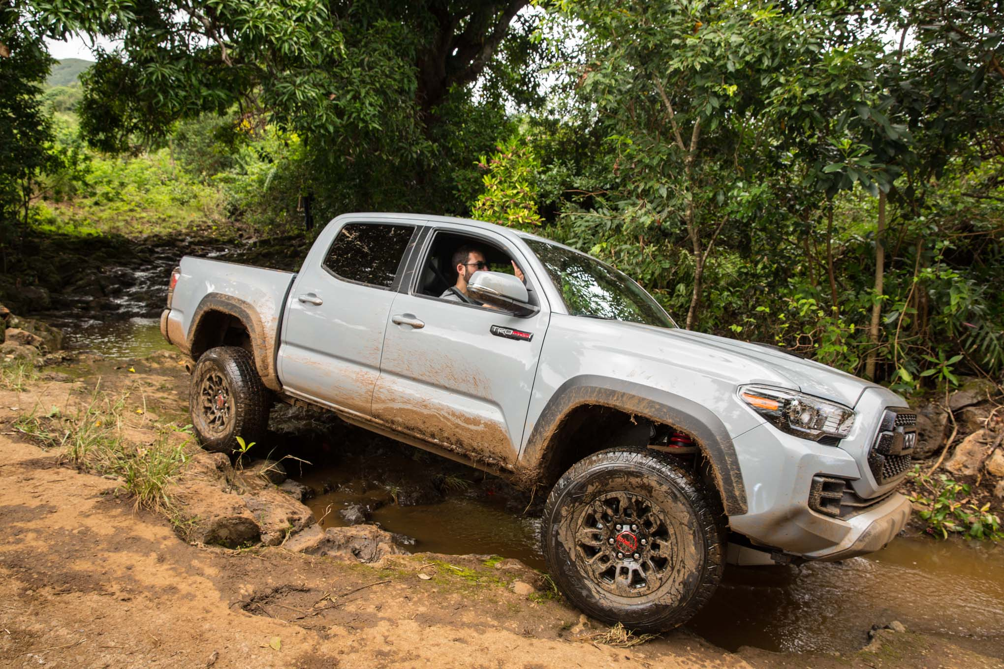 2017 Toyota Tacoma 4x4 TRD Pro front three quarter off ...