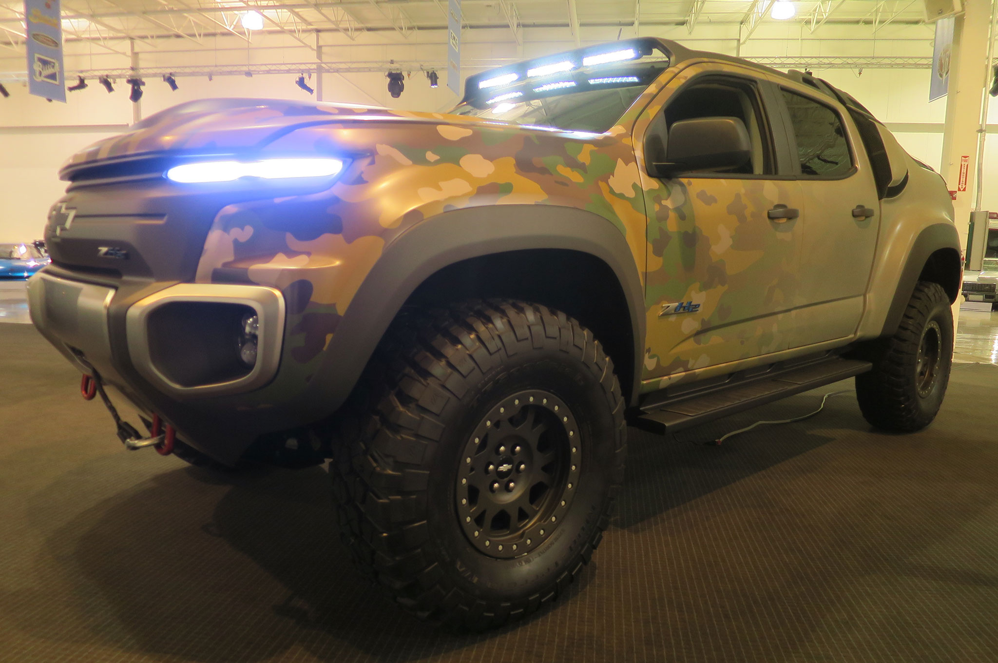 Chevrolet Colorado ZH2 hydrogen fuel cell prototype front three quarter 2