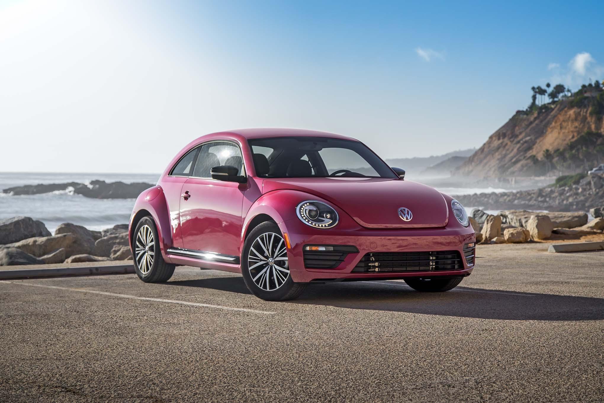 2017 Volkswagen PinkBeetle front three quarter 02