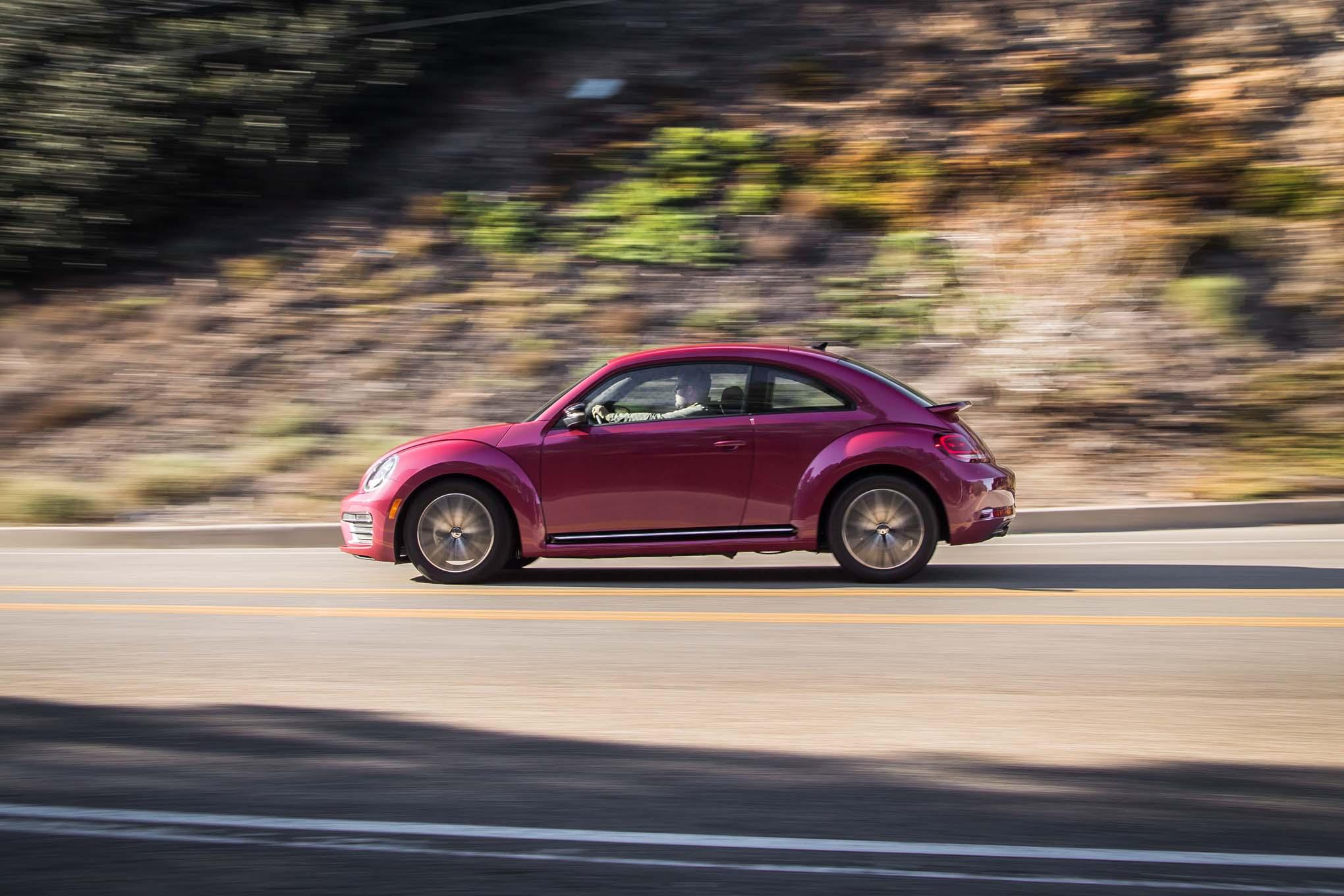 2017 Volkswagen PinkBeetle side in motion