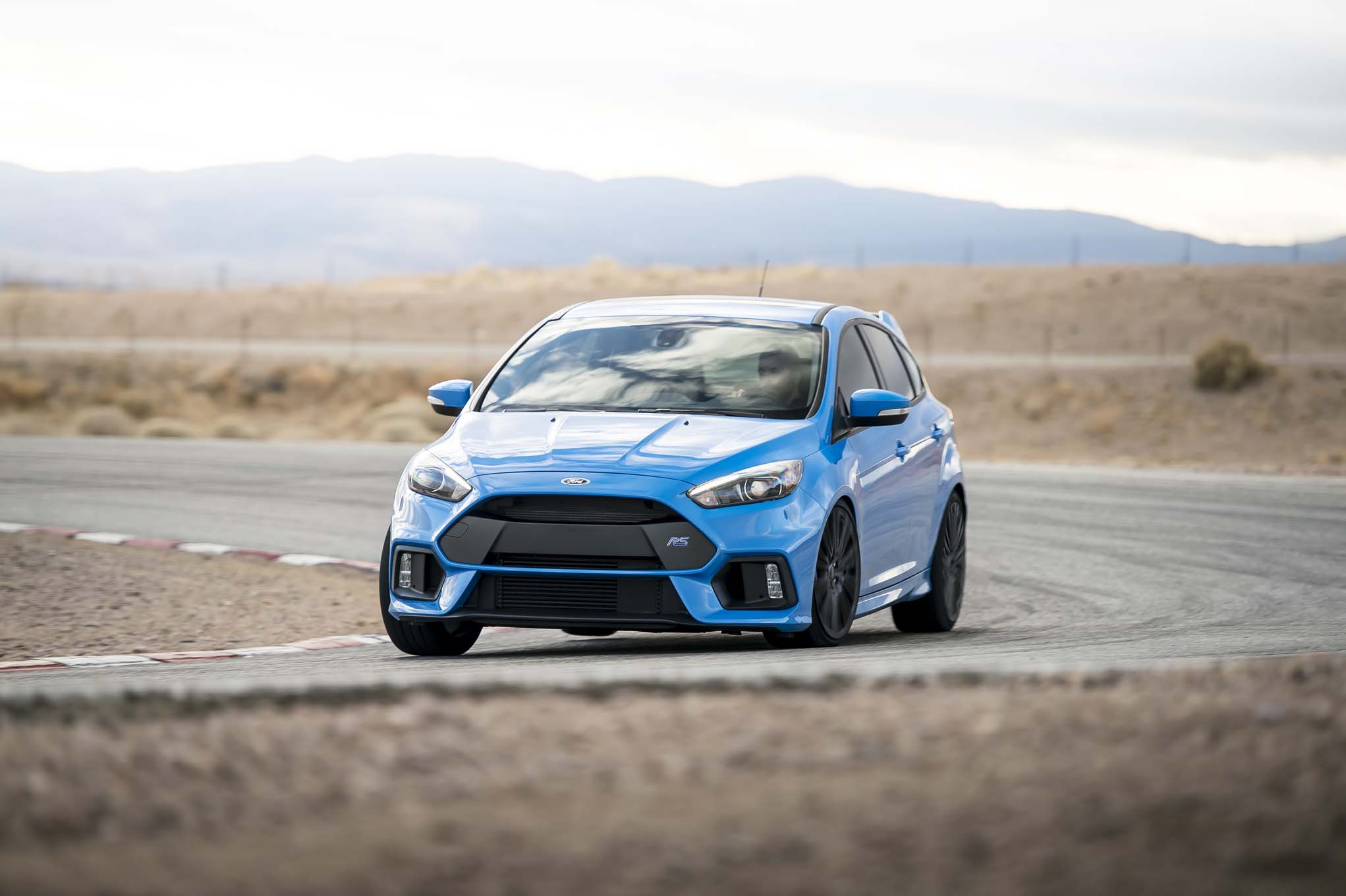 2016 Ford Focus RS front end in motion