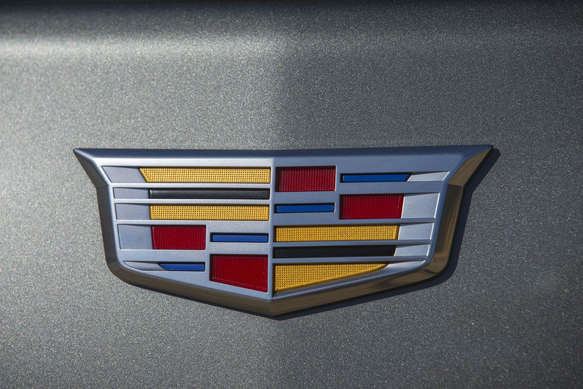 2017 Cadillac CT6 20T Badge 02 128
