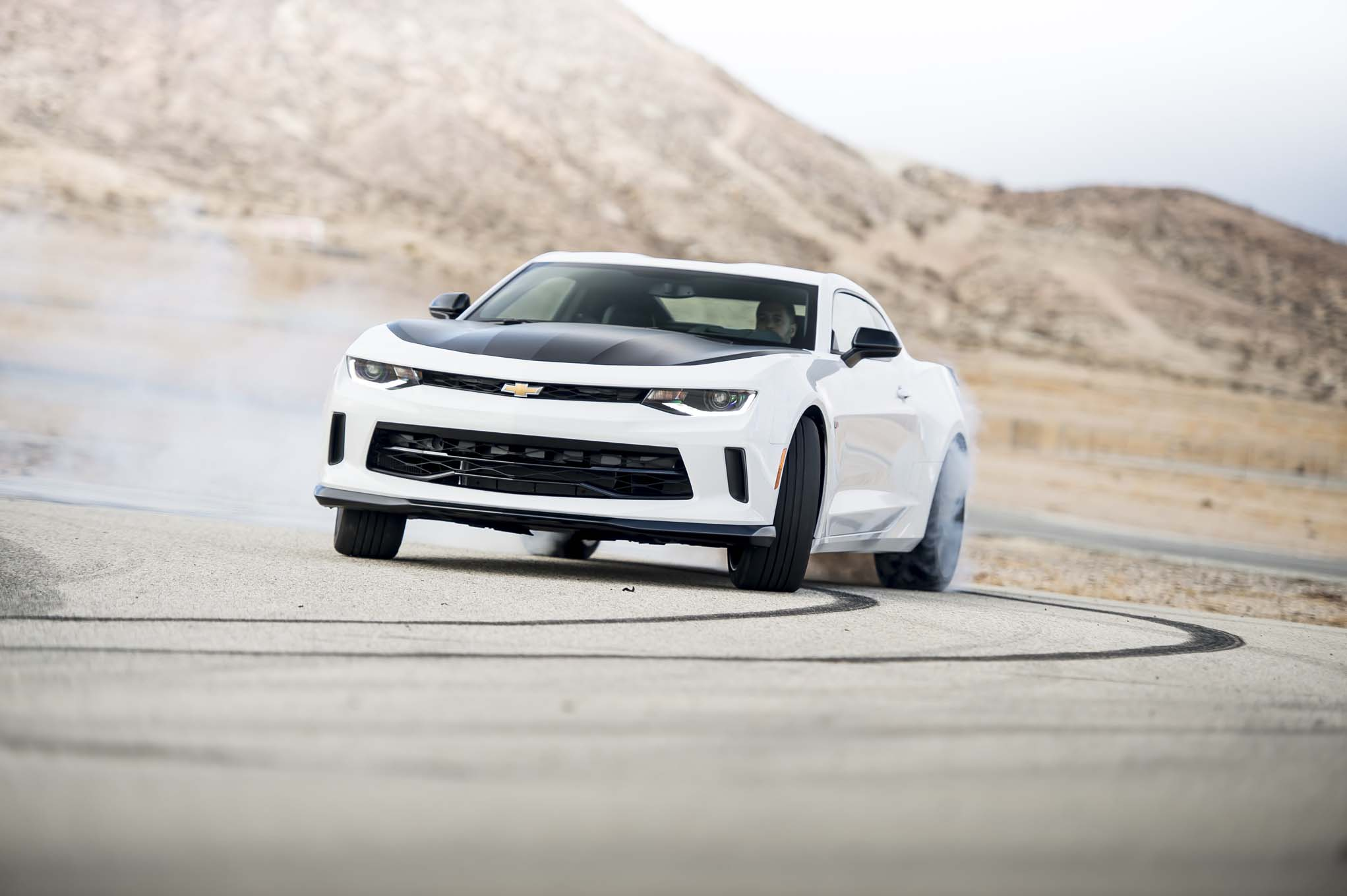 2017 Chevrolet Camaro 2LT 1LE front three quarter
