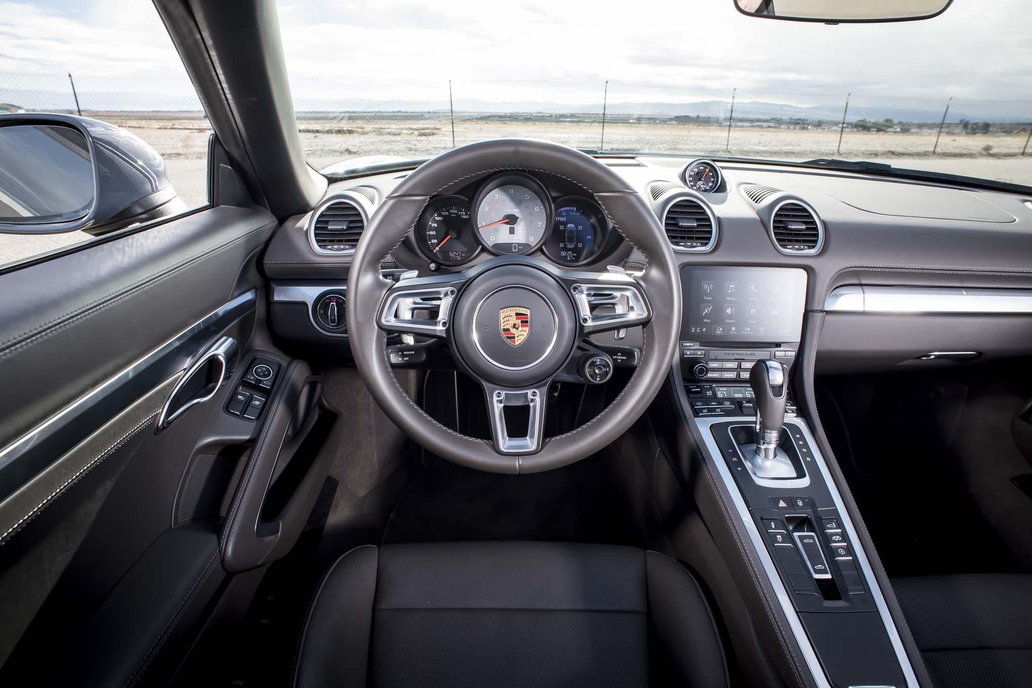 2017 Porsche 718 Boxster S cockpit