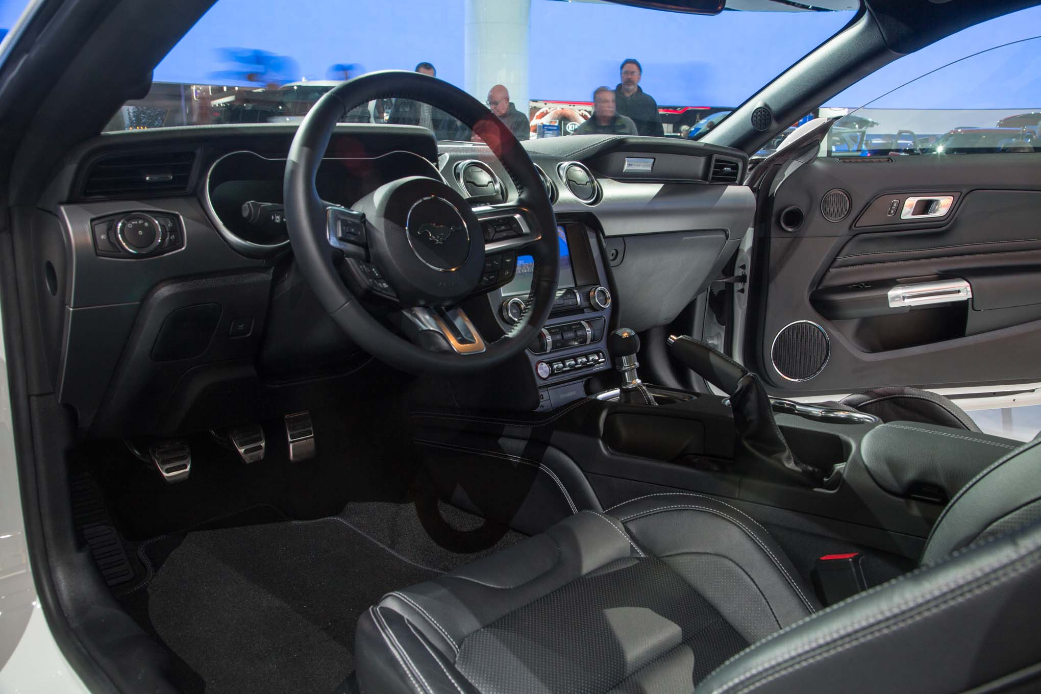 2018 ford mustang gt interior 1