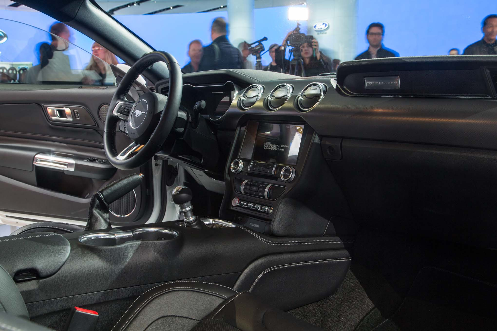 2018 ford mustang gt interior view