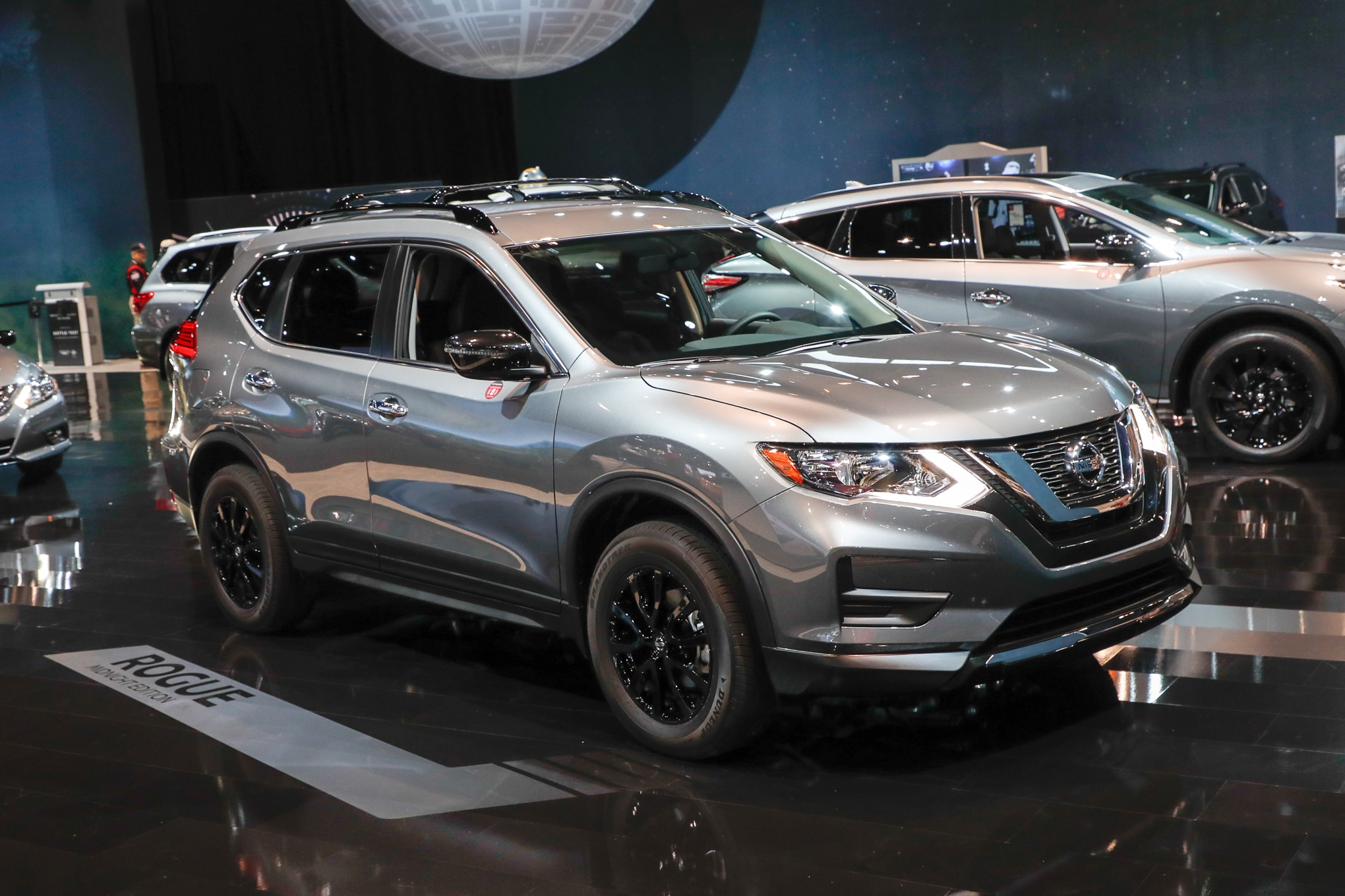 2017 Nissan Rogue Midnight Edition front three quarter 2