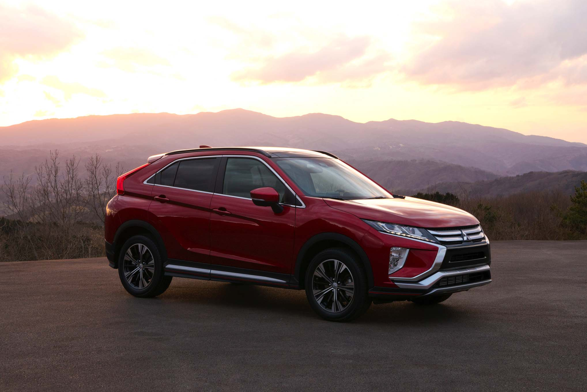 2018 Mitsubishi Eclipse Cross Front Side 02