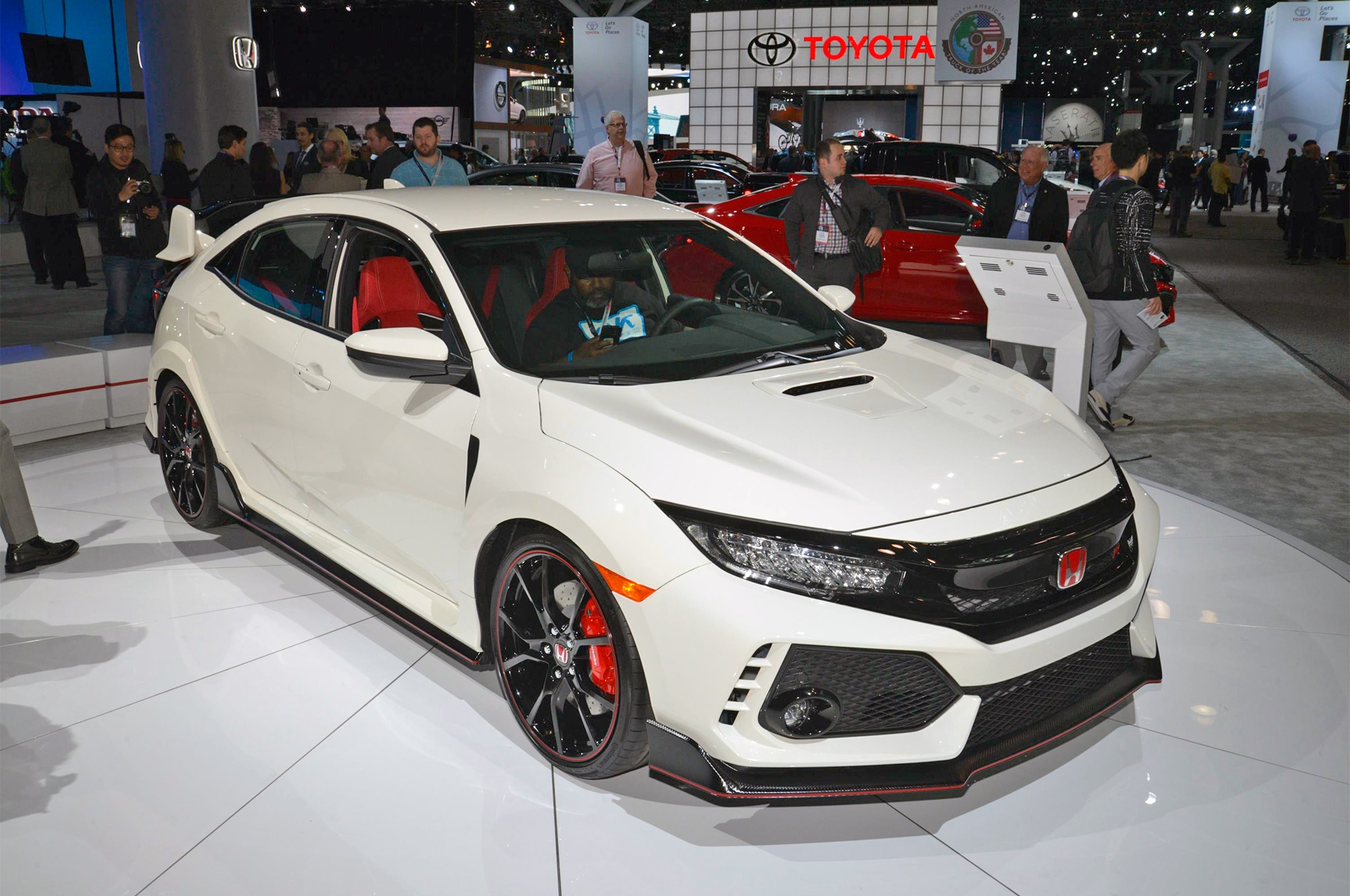 2017 Honda Civic Type R Front Three Quarter 02