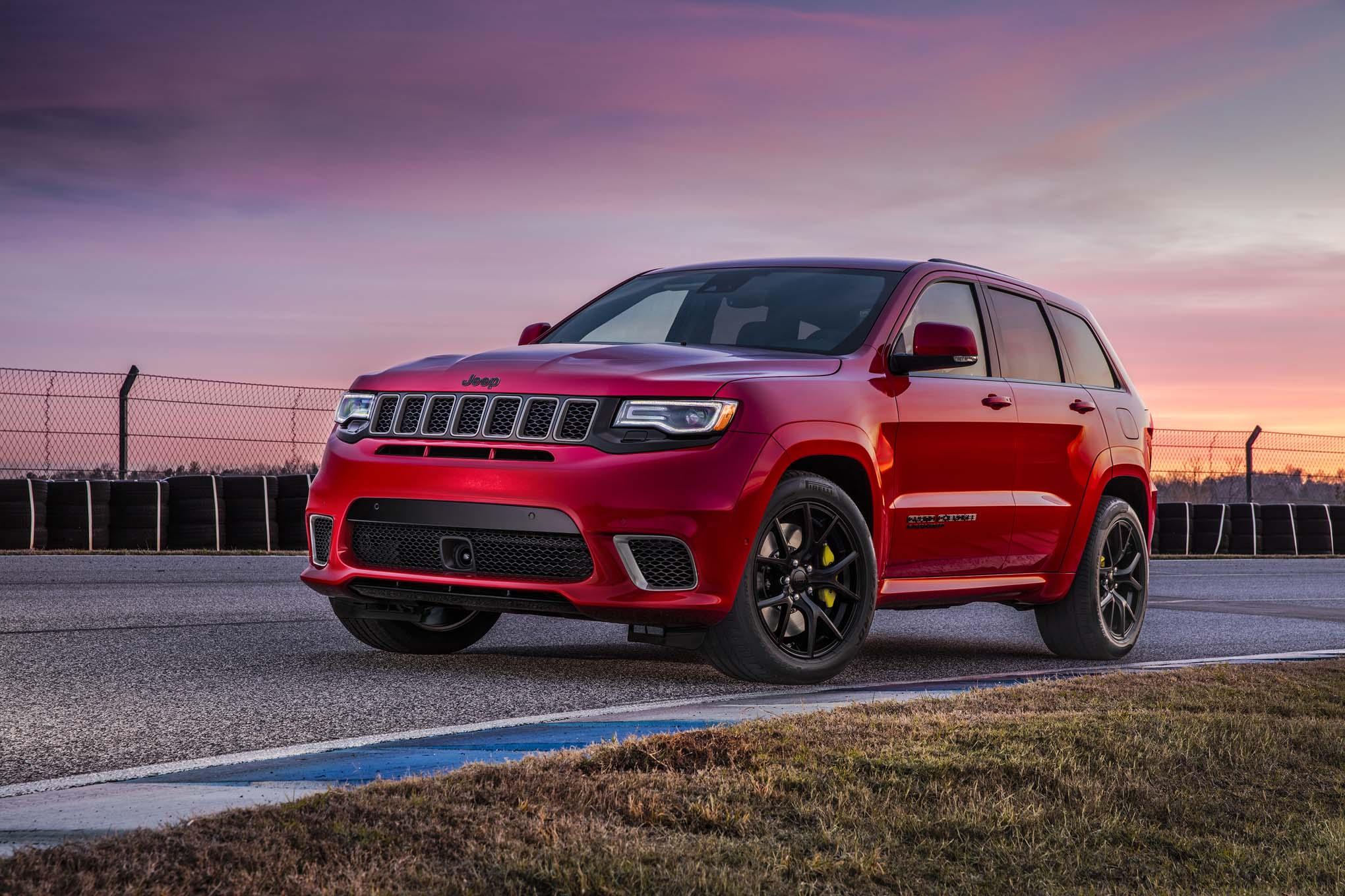 2018 Jeep Grand Cherokee Trackhawk Front Three Quarter 02