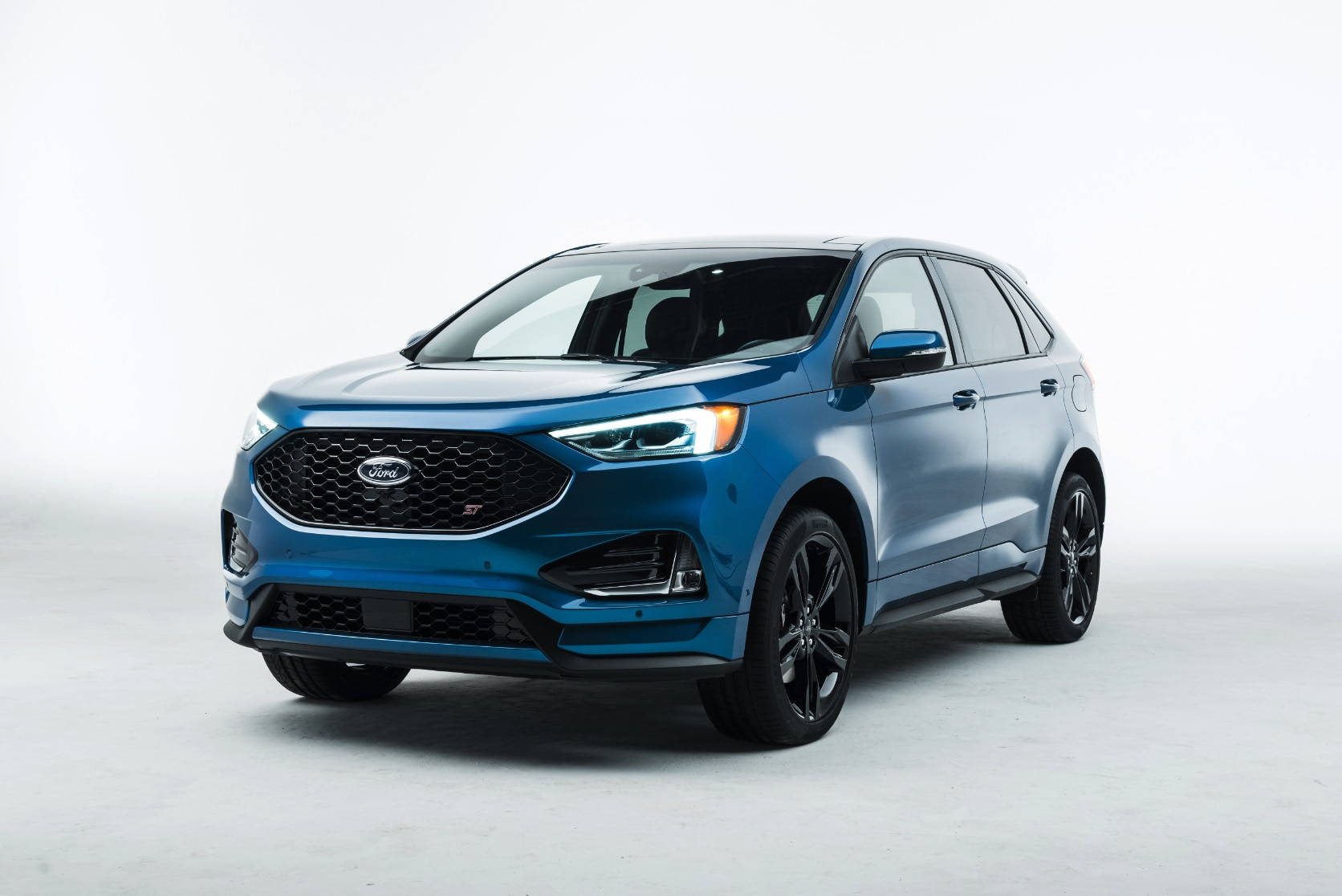 18Ford_Edge_ST_SP_02