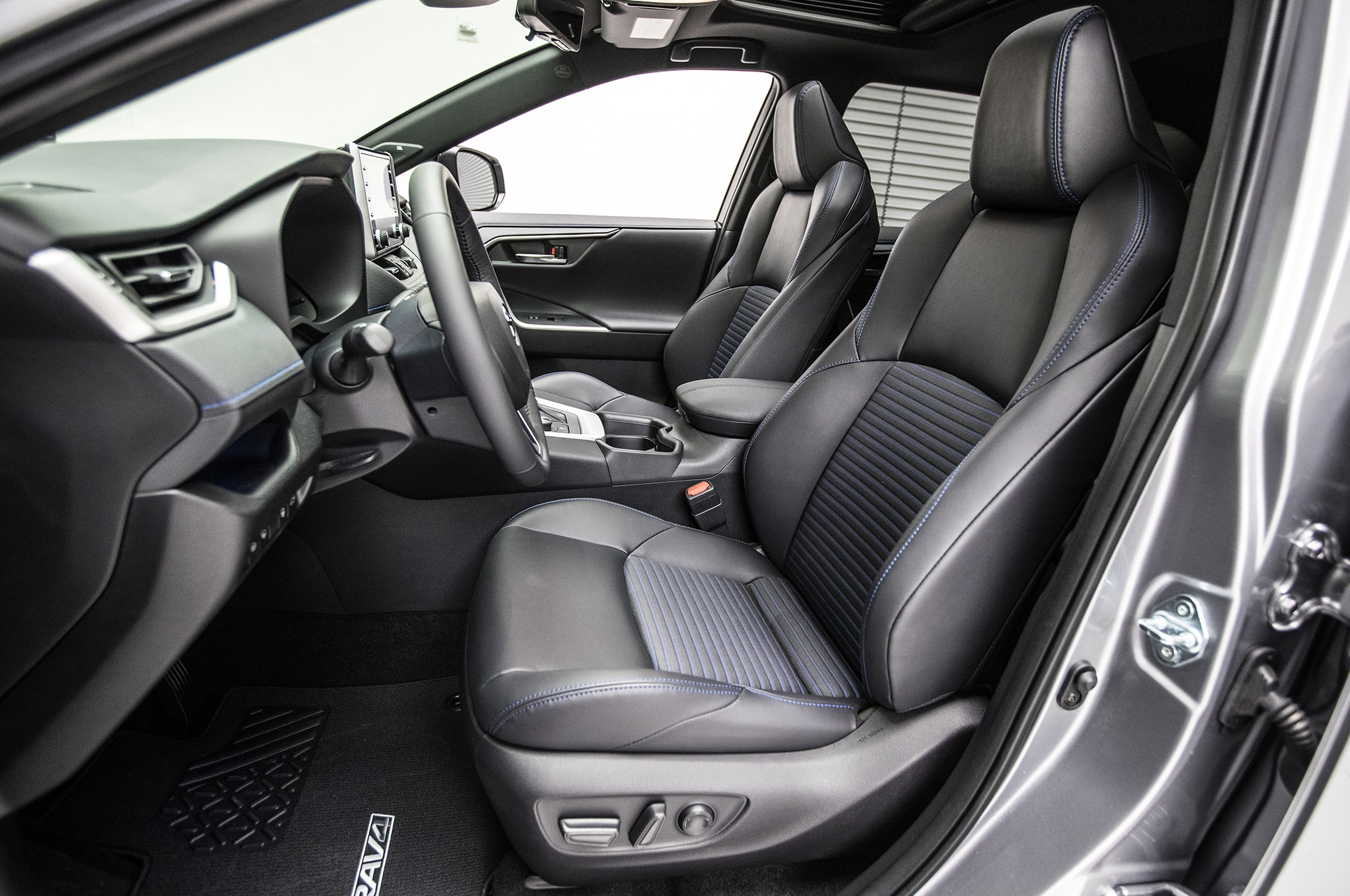 2019 Toyota RAV4 Hybrid front interior seats 1 - Motor ...