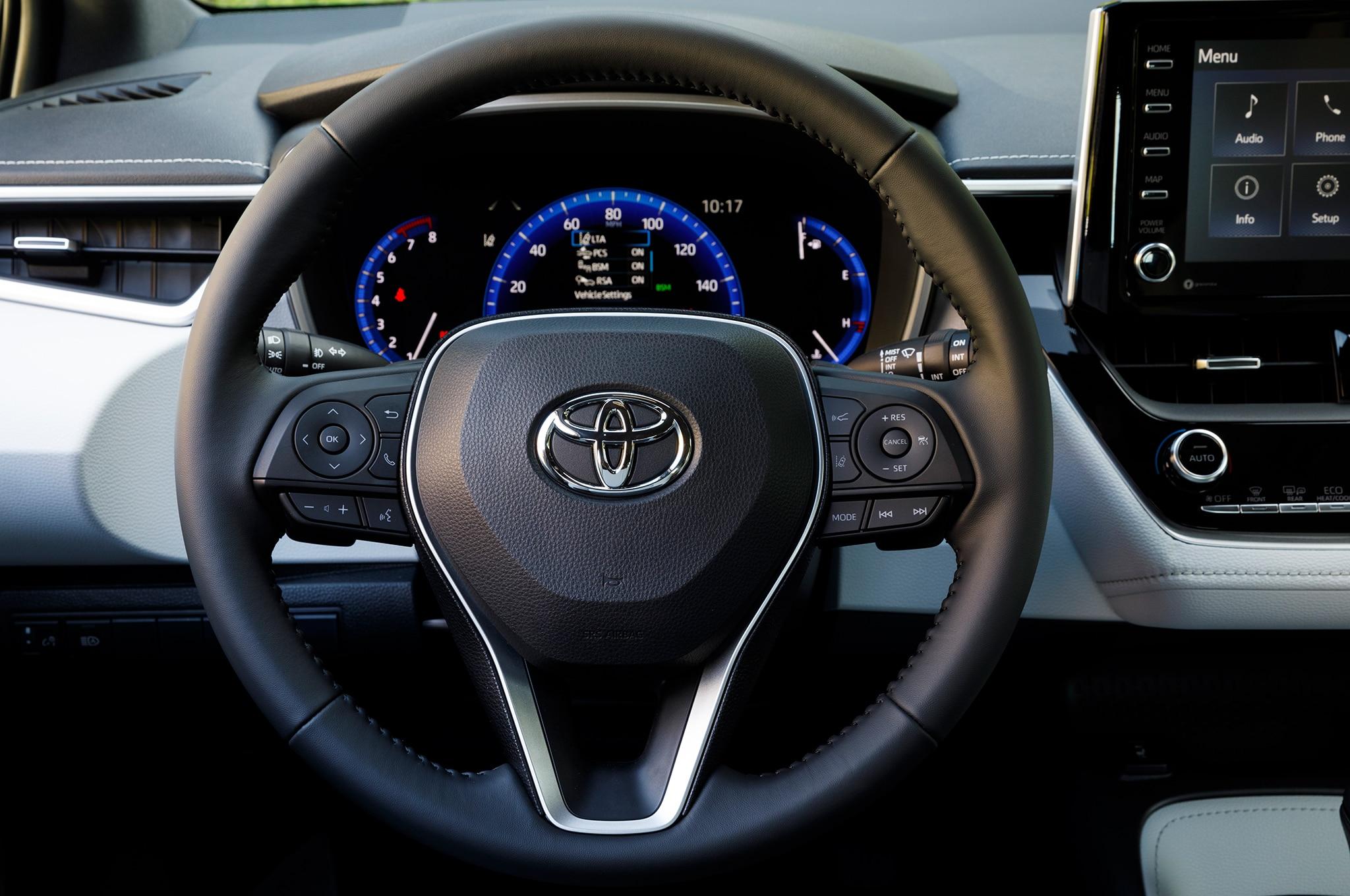 2019 Toyota Corolla Hatchback XSE steering wheel 01 ...