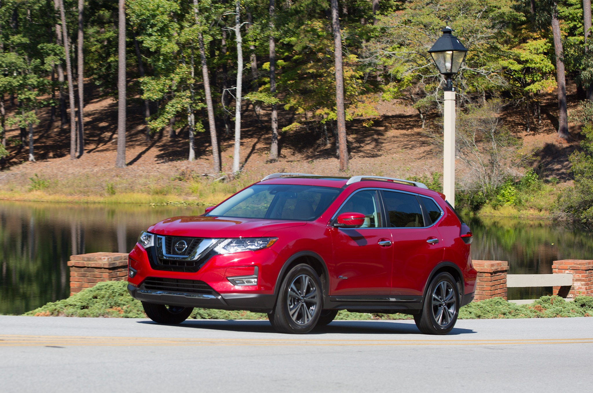 2017 Nissan Rogue Hybrid Front Three Quarter 2 Mayo 2018 Miguel Cortina