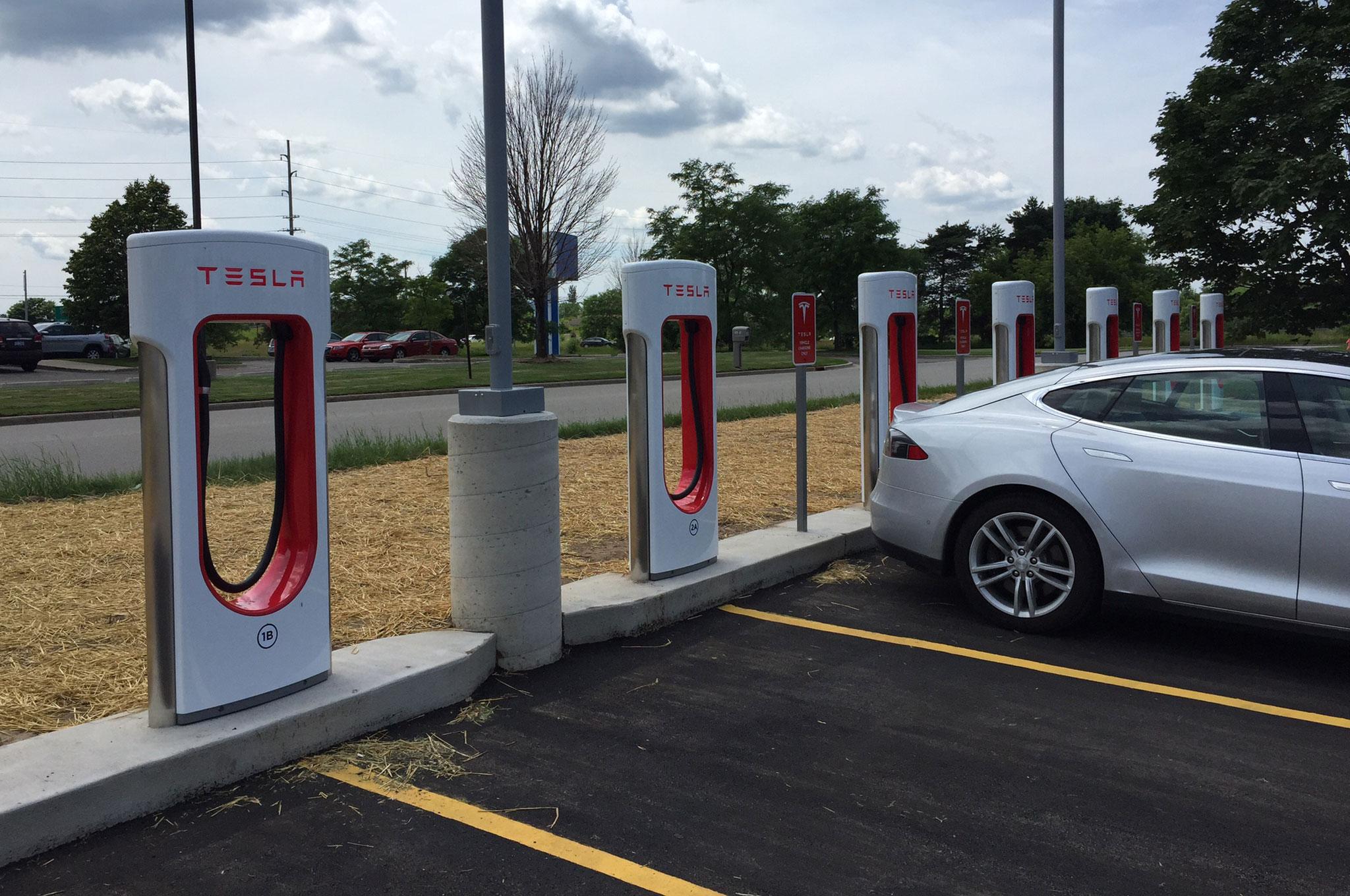 Tesla Supercharger 04