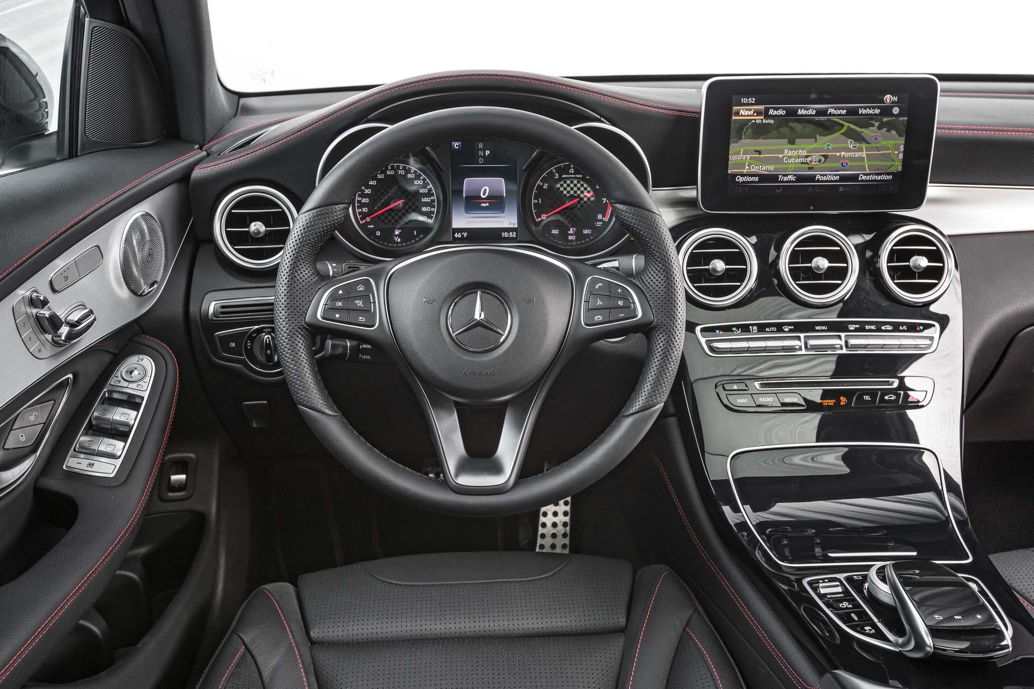 2017 mercedes amg glc43 4matic cockpit motor trend en espa ol. Black Bedroom Furniture Sets. Home Design Ideas