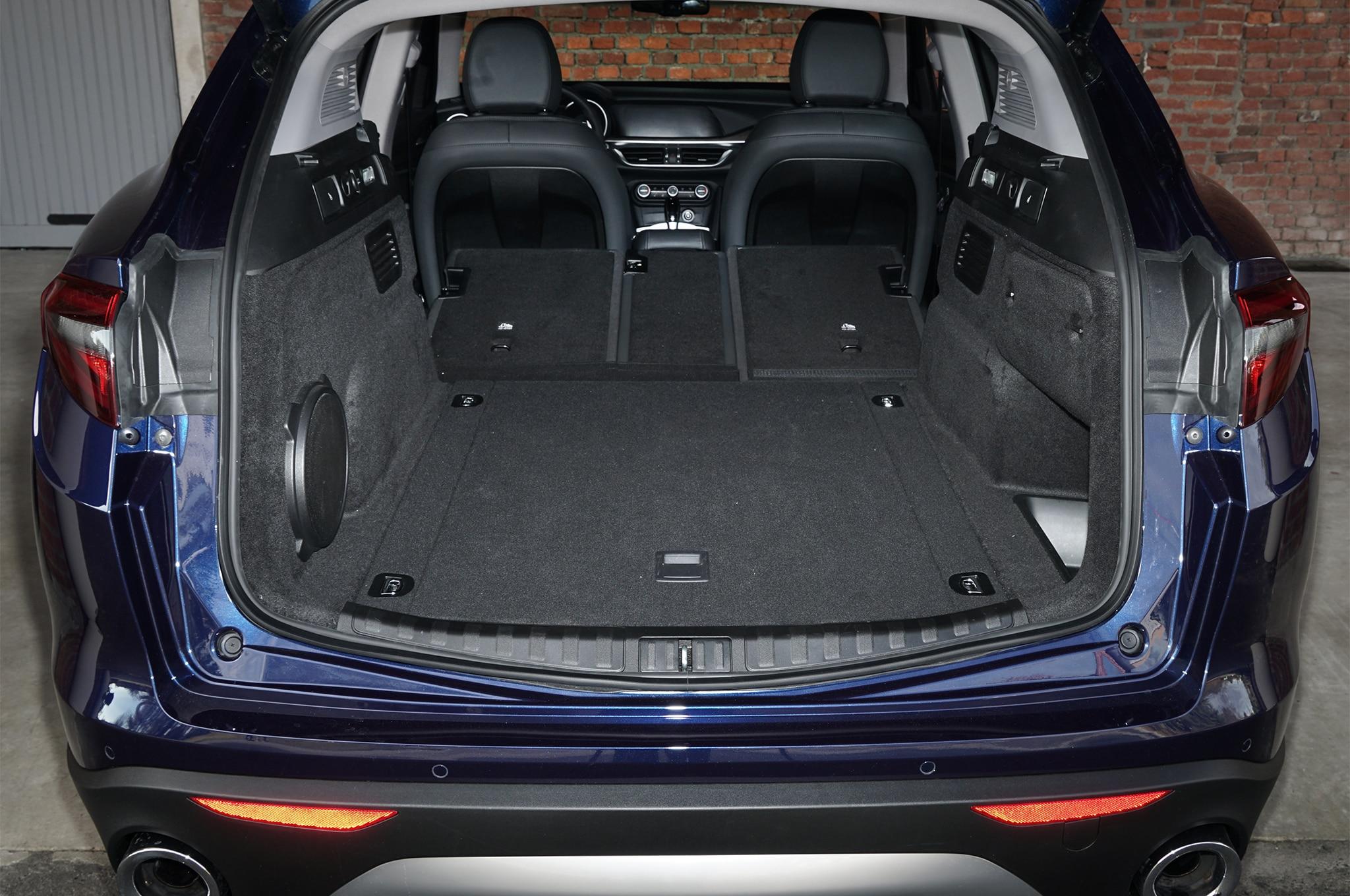 2018 Alfa Romeo Stelvio Q4 cargo space 03 - Motor Trend en ...