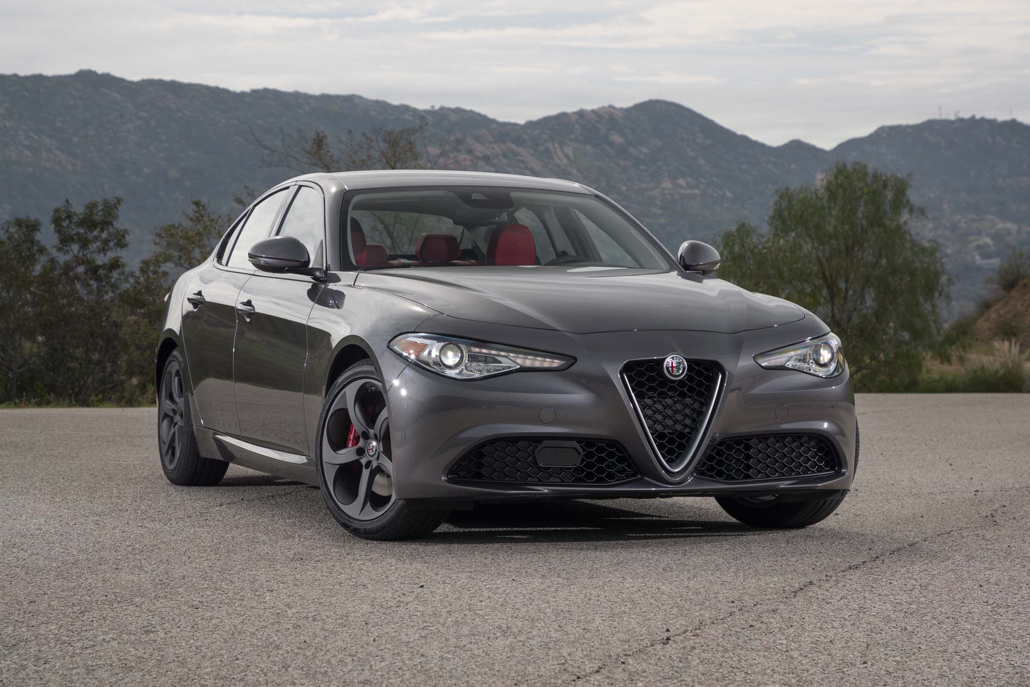 2017 Alfa Romeo Giulia 20 front three quarter