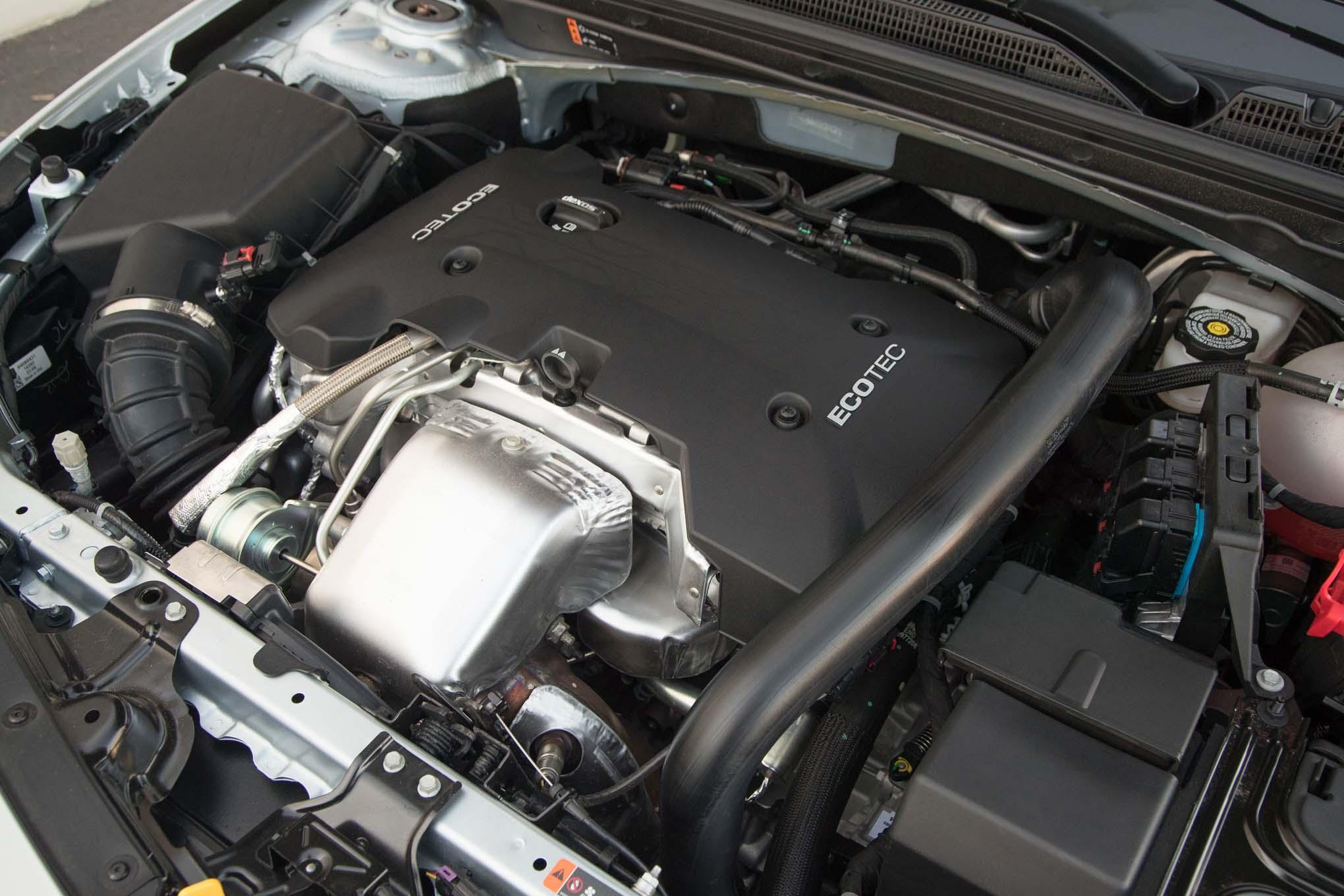 2017 Chevrolet Malibu 20T Premier engine - Motor Trend en ...