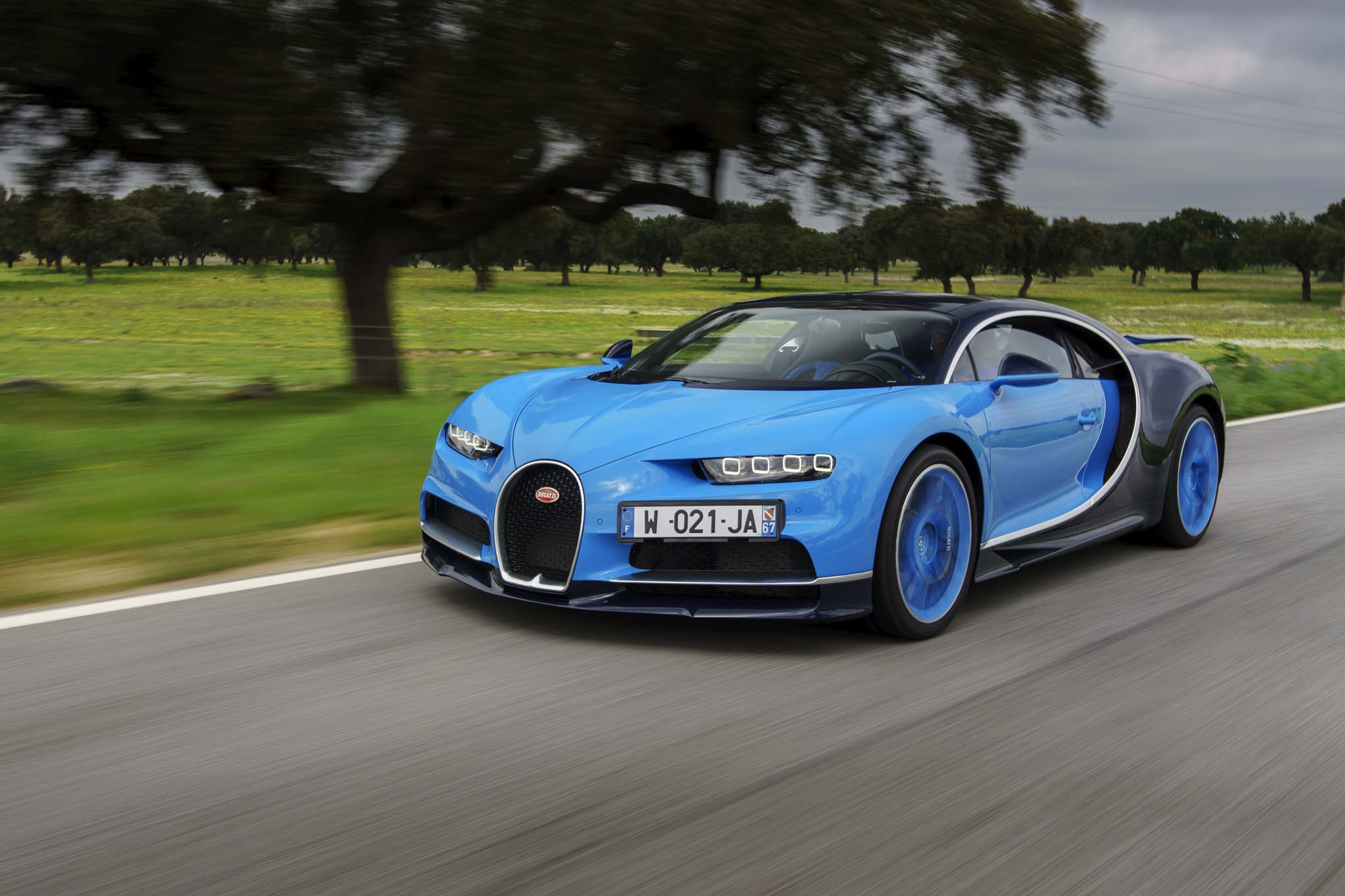 Bugatti Chiron front three quarter in motion 05
