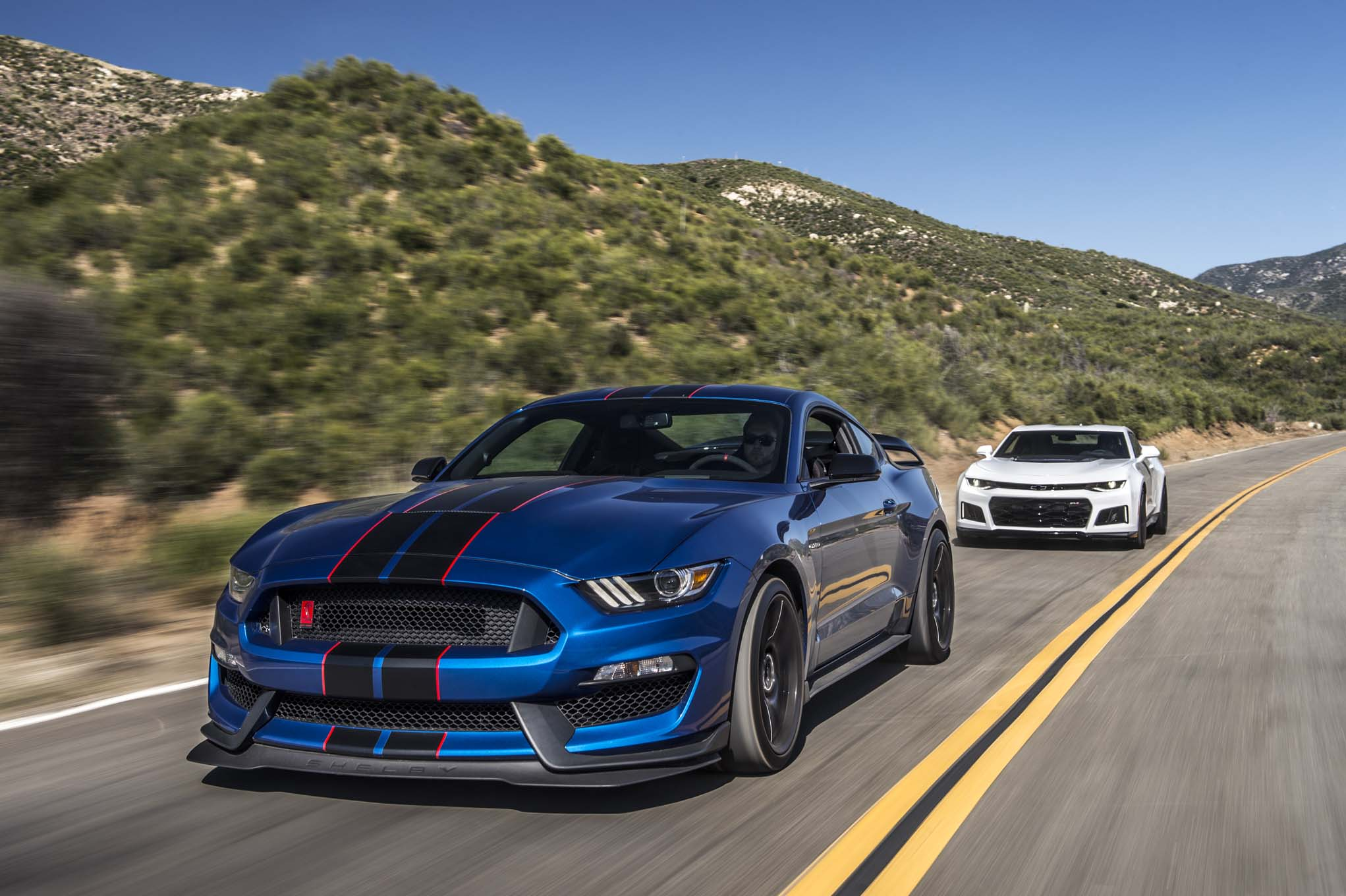 Chevrolet Camaro Zl1 2017 Vs Ford Mustang Shelby Gt350r