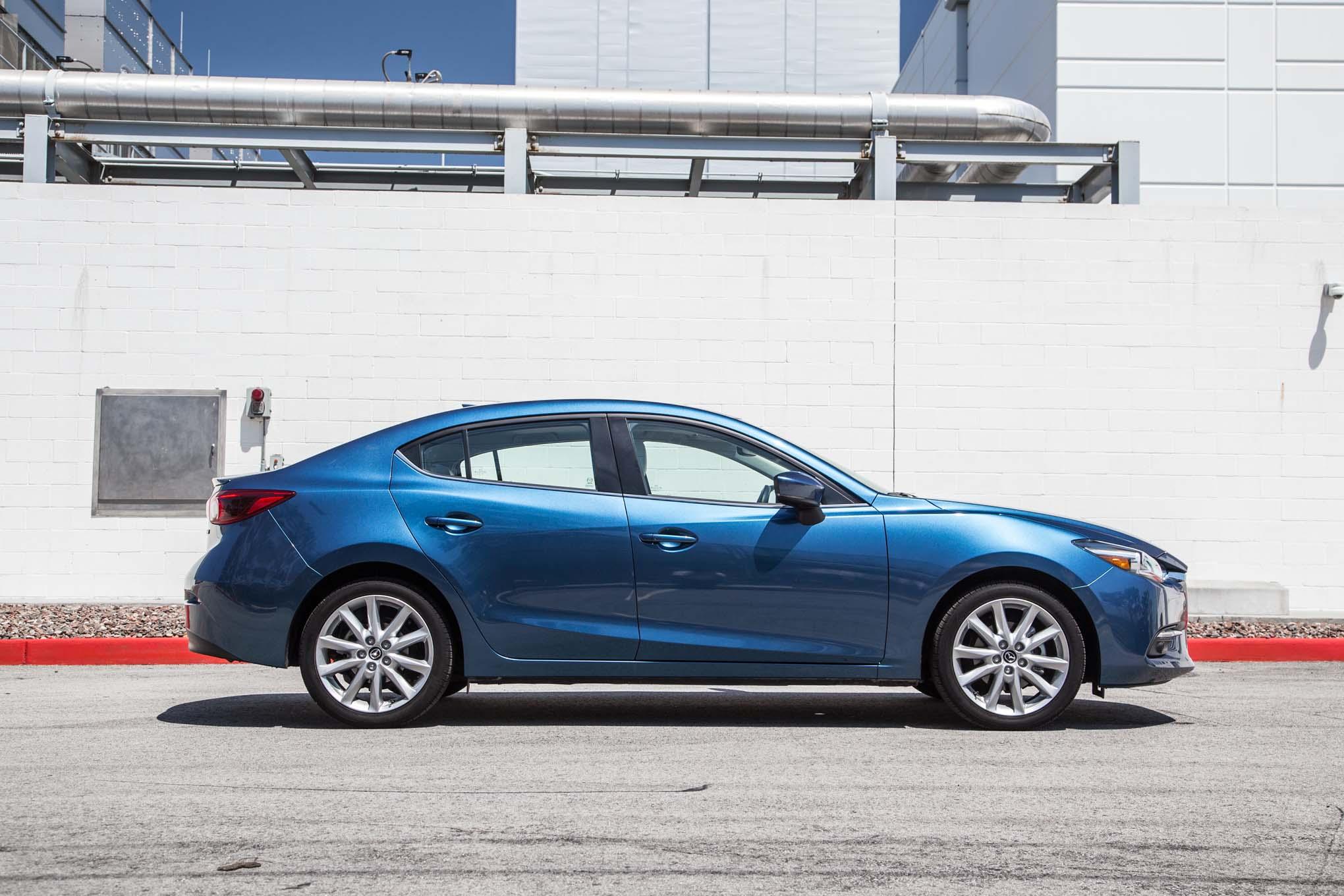 2017 Mazda3 S Gt Side Profile 25 Julio Miguel Cortina