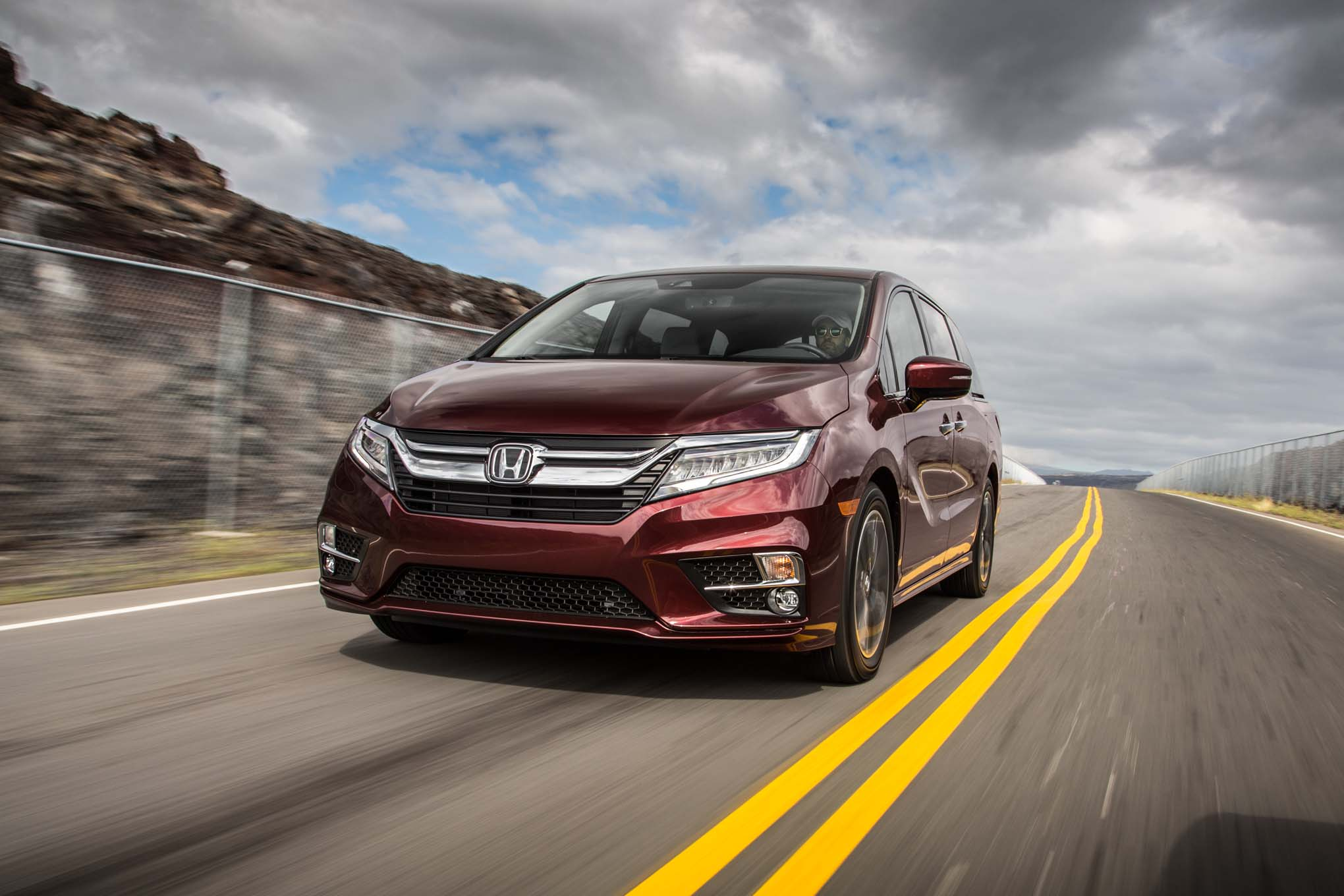2018 Honda Odyssey Front Three Quarter In Motion 03 1