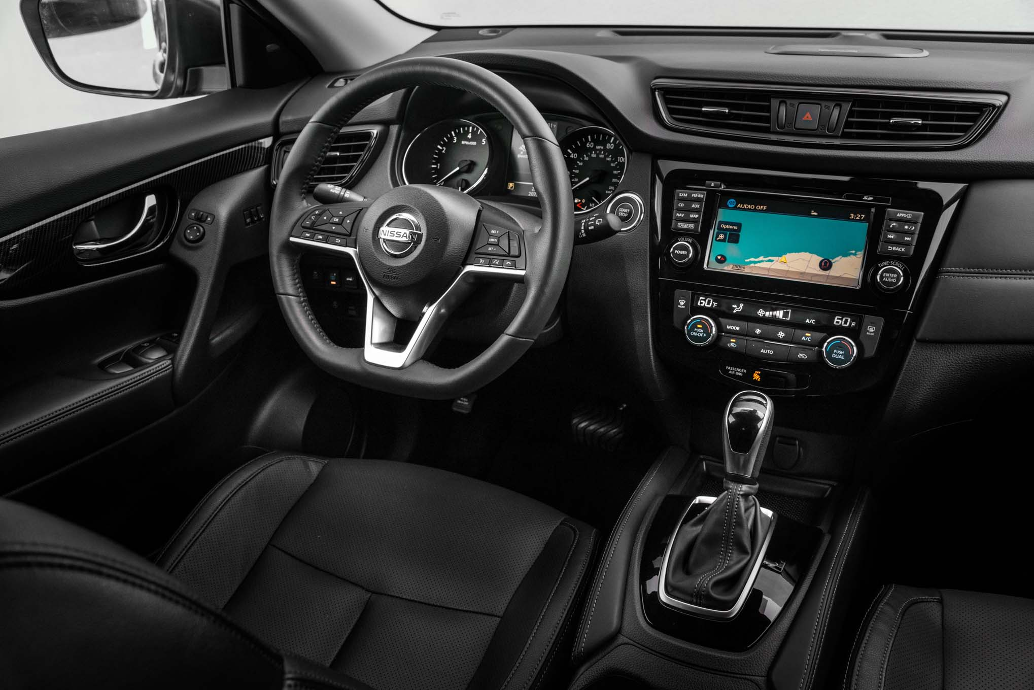 2017 Nissan Rogue Hybrid interior - Motor Trend en Español