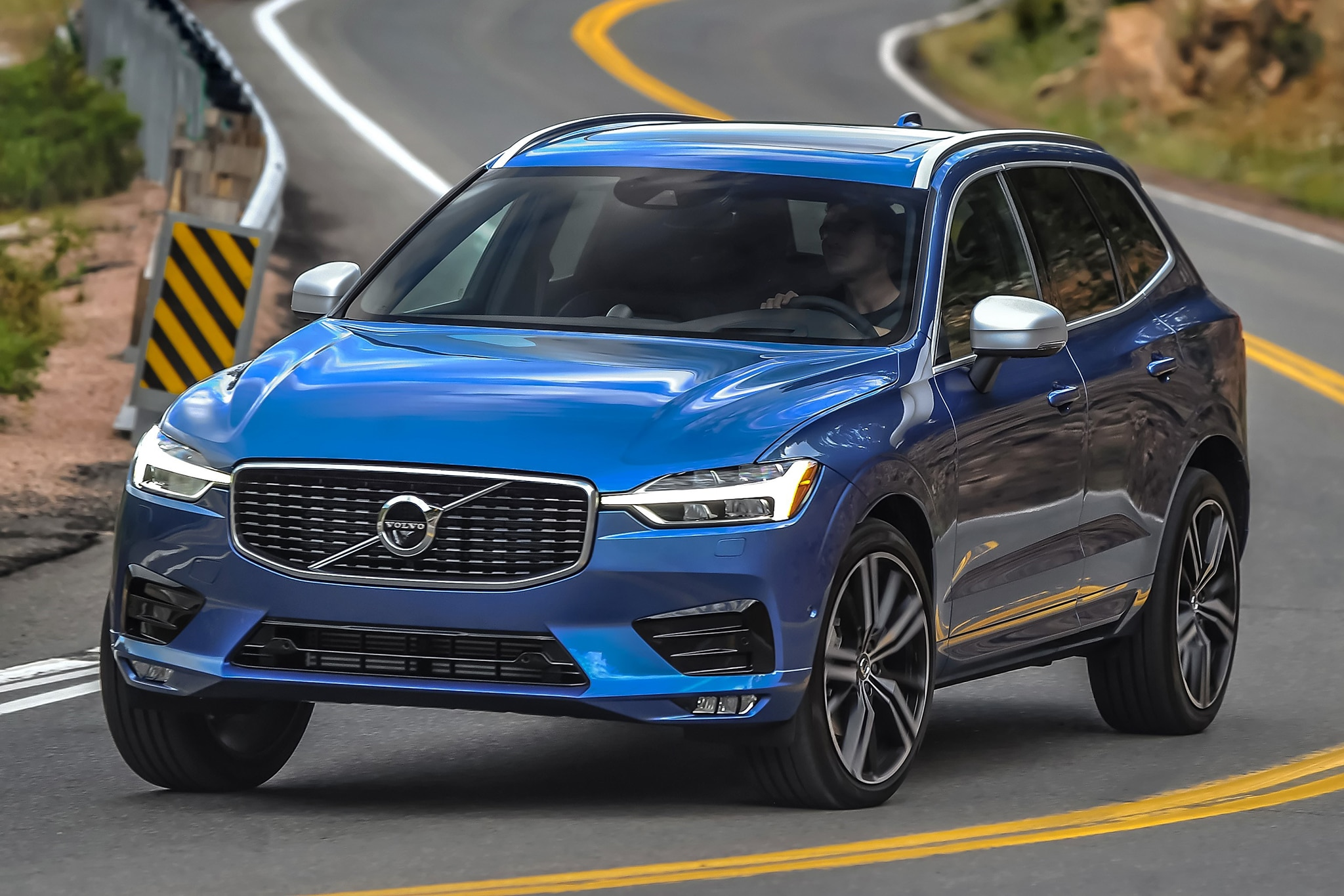 2018 Volvo XC60 T8 R Design Front Three Quarter In Motion 02 1