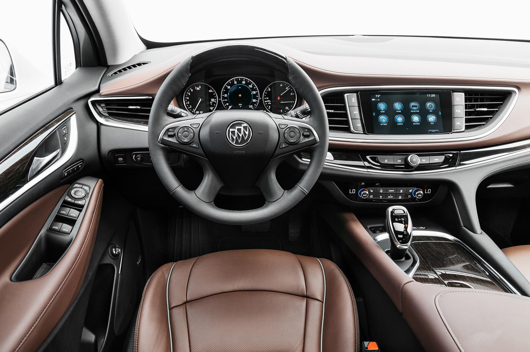 2018 Buick Enclave AWD Avenir dashboard - Motor Trend en Español
