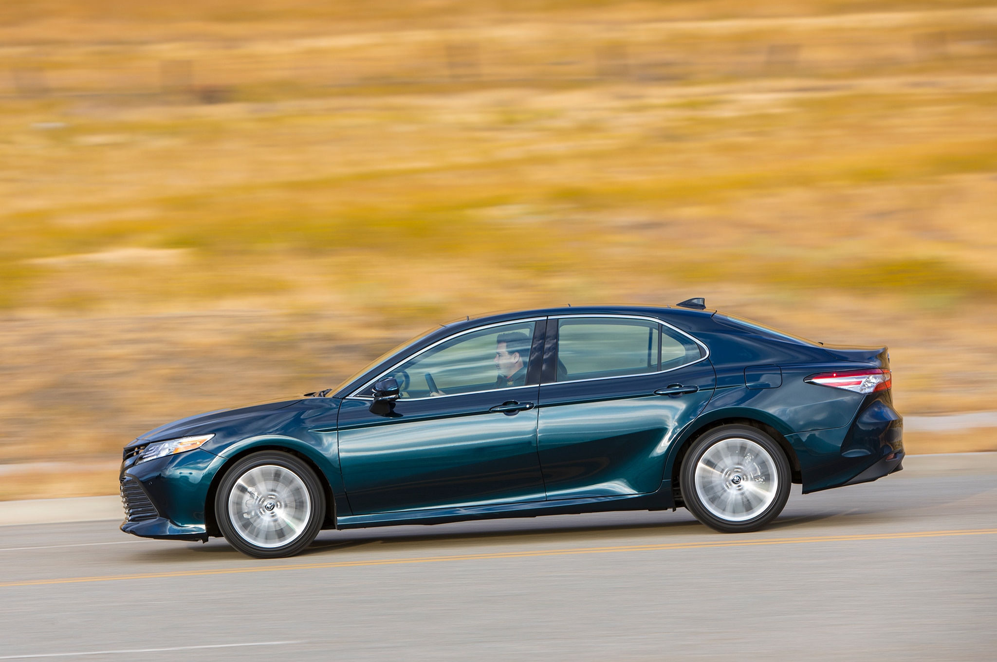 Comparativa: Honda Accord 1.5T 2018 vs. Toyota Camry 2.5 ...
