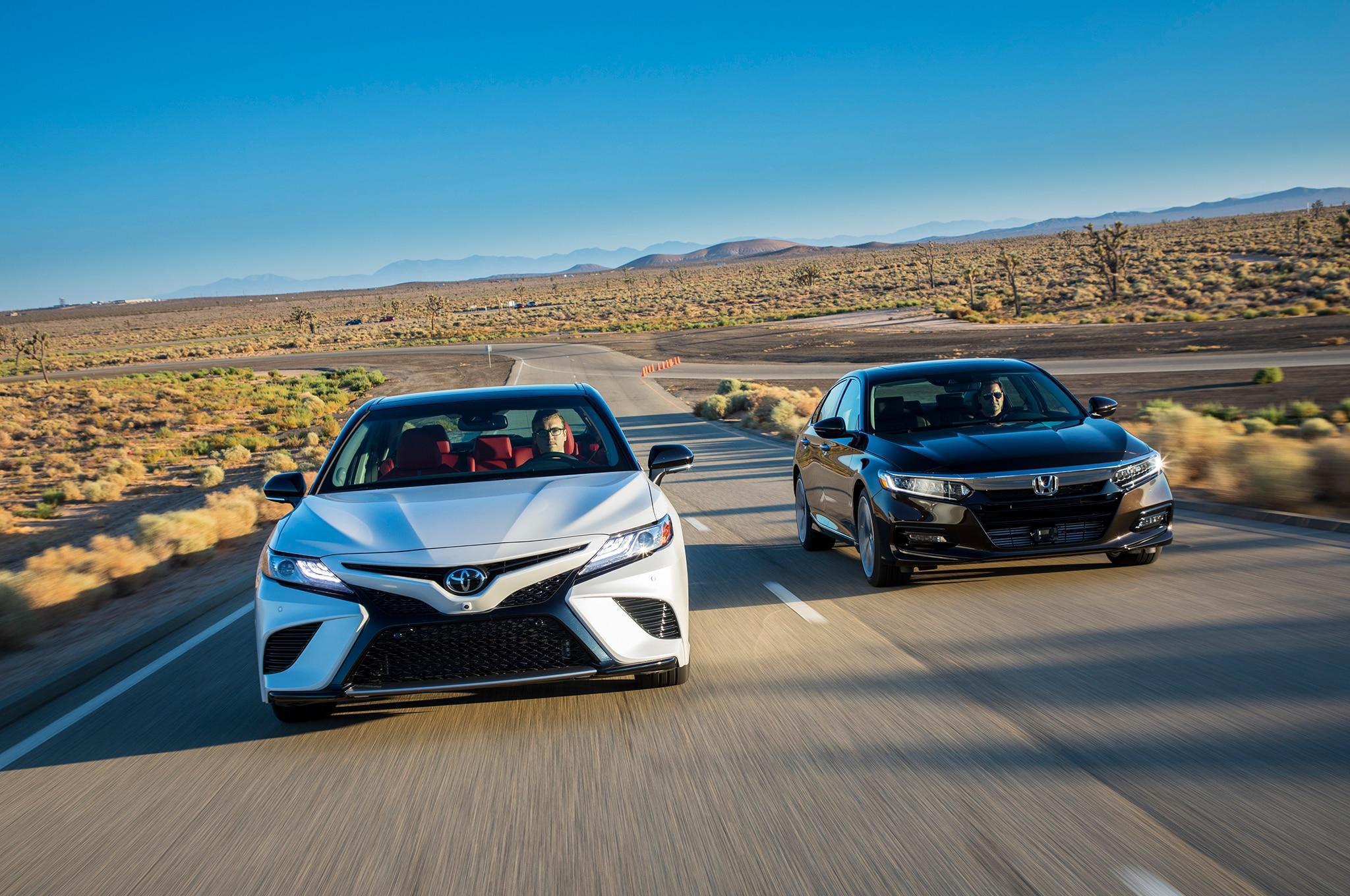 Comparativa: Honda Accord 2 0T 2018 vs  Toyota Camry V-6 2018