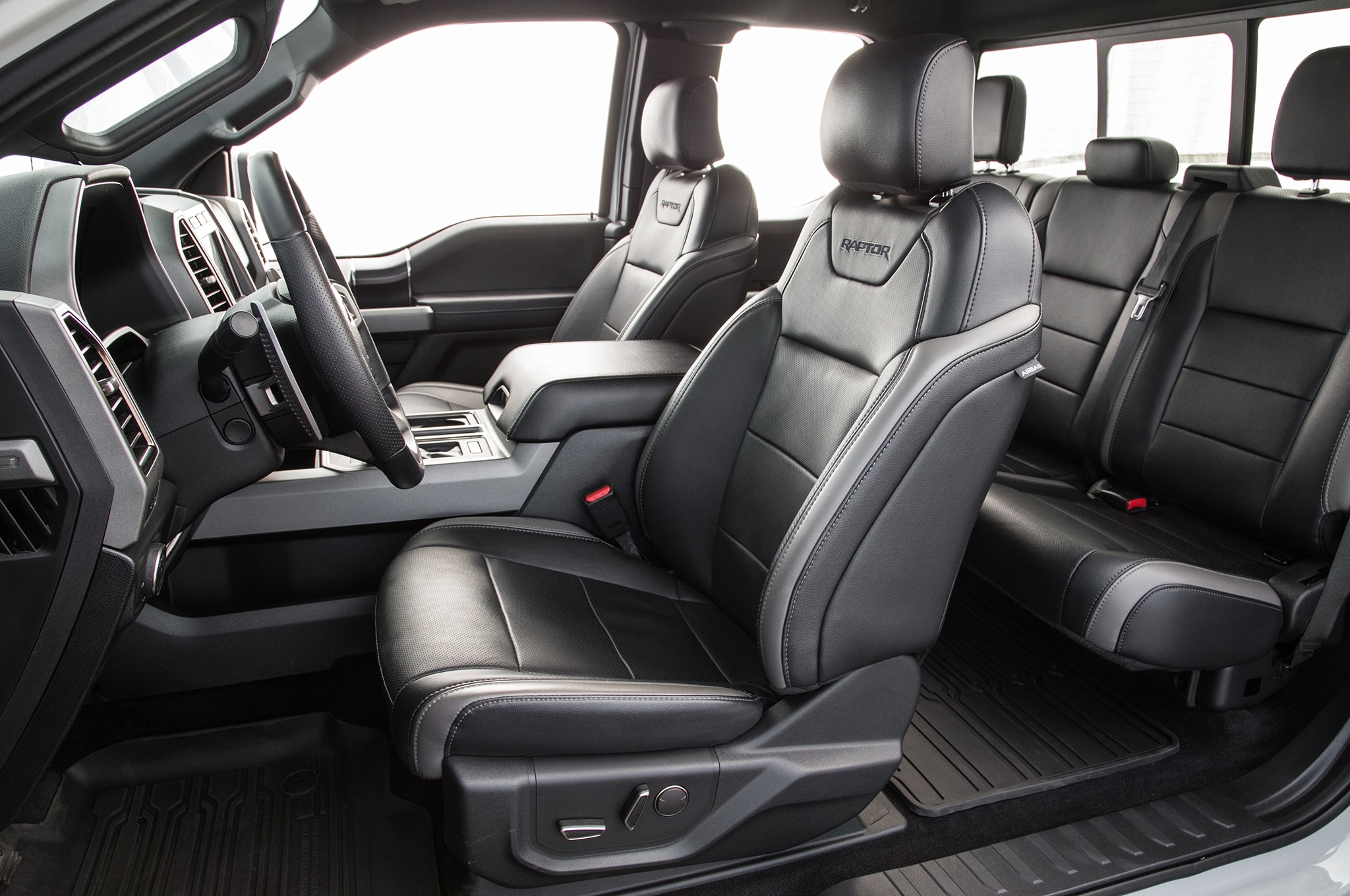 Ford Raptor Interior >> 2017 Ford F 150 Raptor Supercab Interior Motor Trend En Espanol