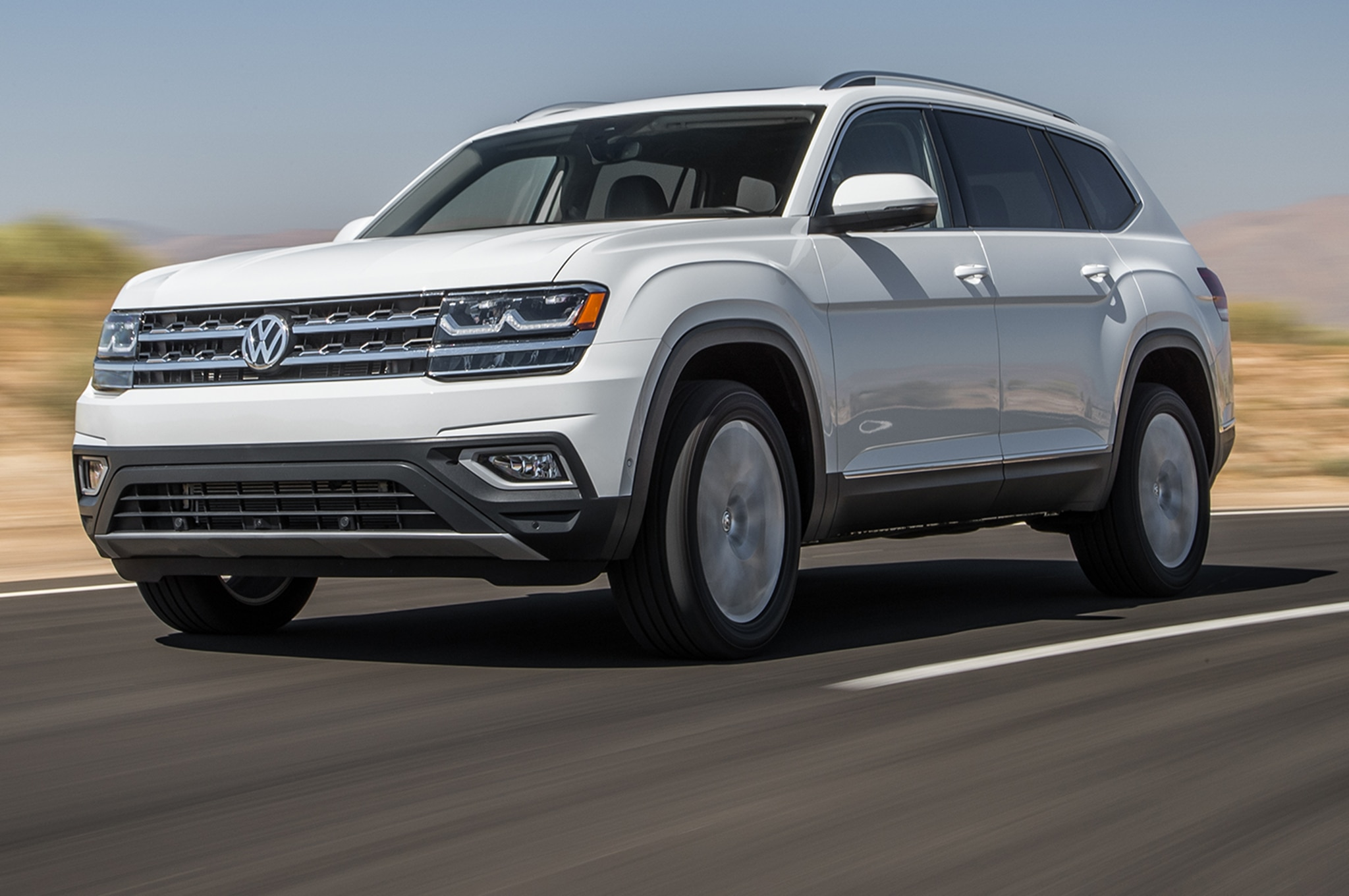 2018 Volkswagen Atlas V6 SEL 4Motion Front Three Quarter In Motion 01