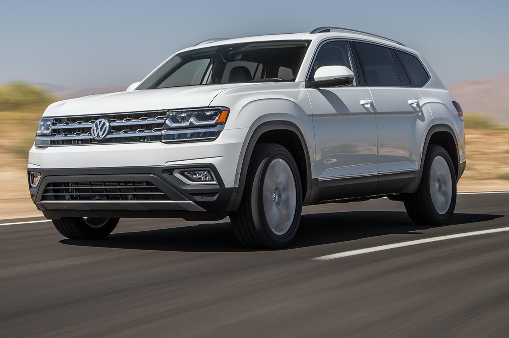 2018 Volkswagen Atlas V6 SEL 4Motion Front Three Quarter In Motion 01