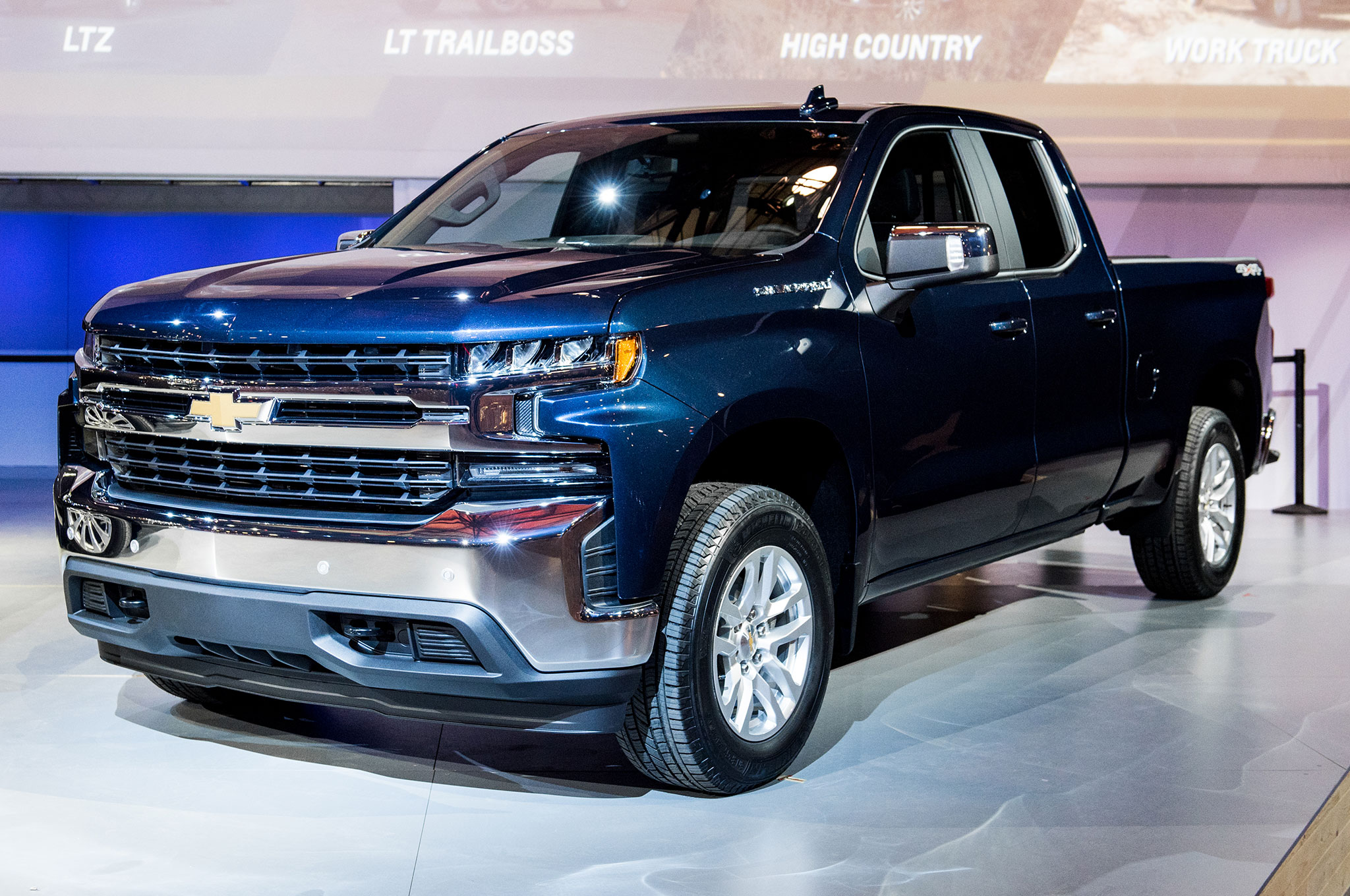 2019 Chevrolet Silverado 1500 LT Front Side View