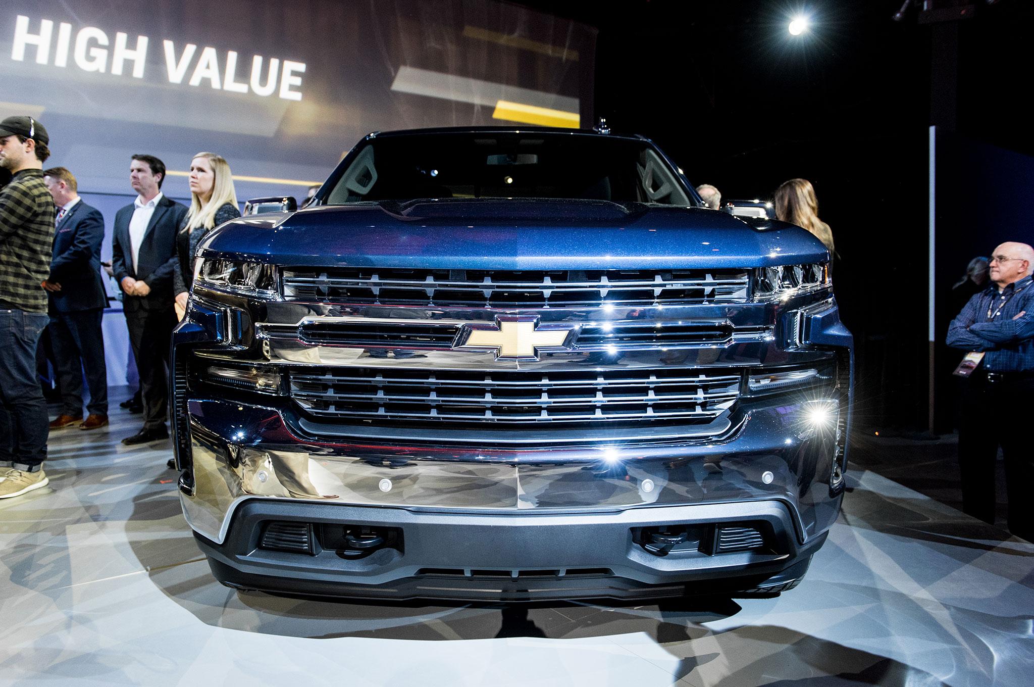 2019 Chevrolet Silverado 1500 LT front view - Motor Trend ...