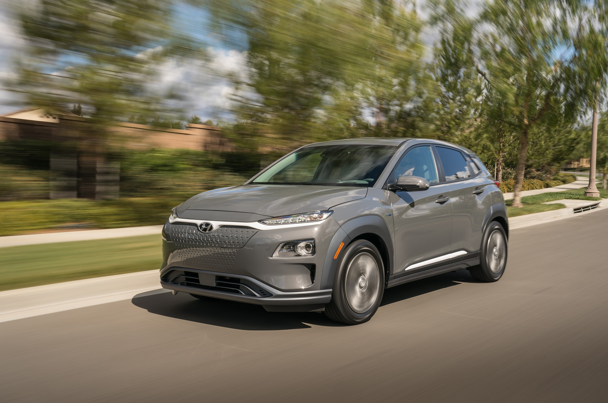 2019 Hyundai Kona Electric Front Three Quarter In Motion 04