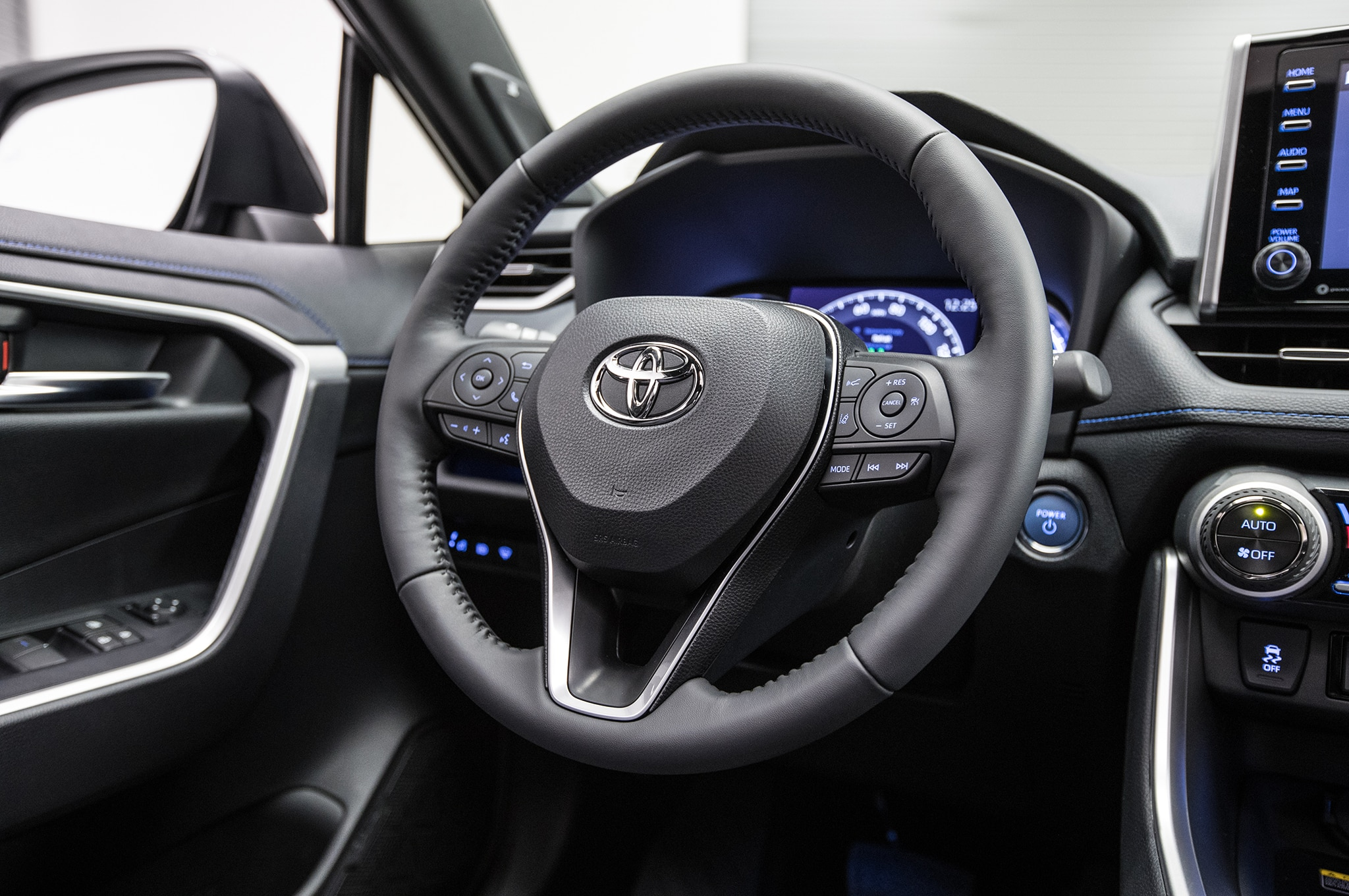 2019 Toyota Rav4 Hybrid Steering Wheel 01 2 Abril 2018 Miguel Cortina