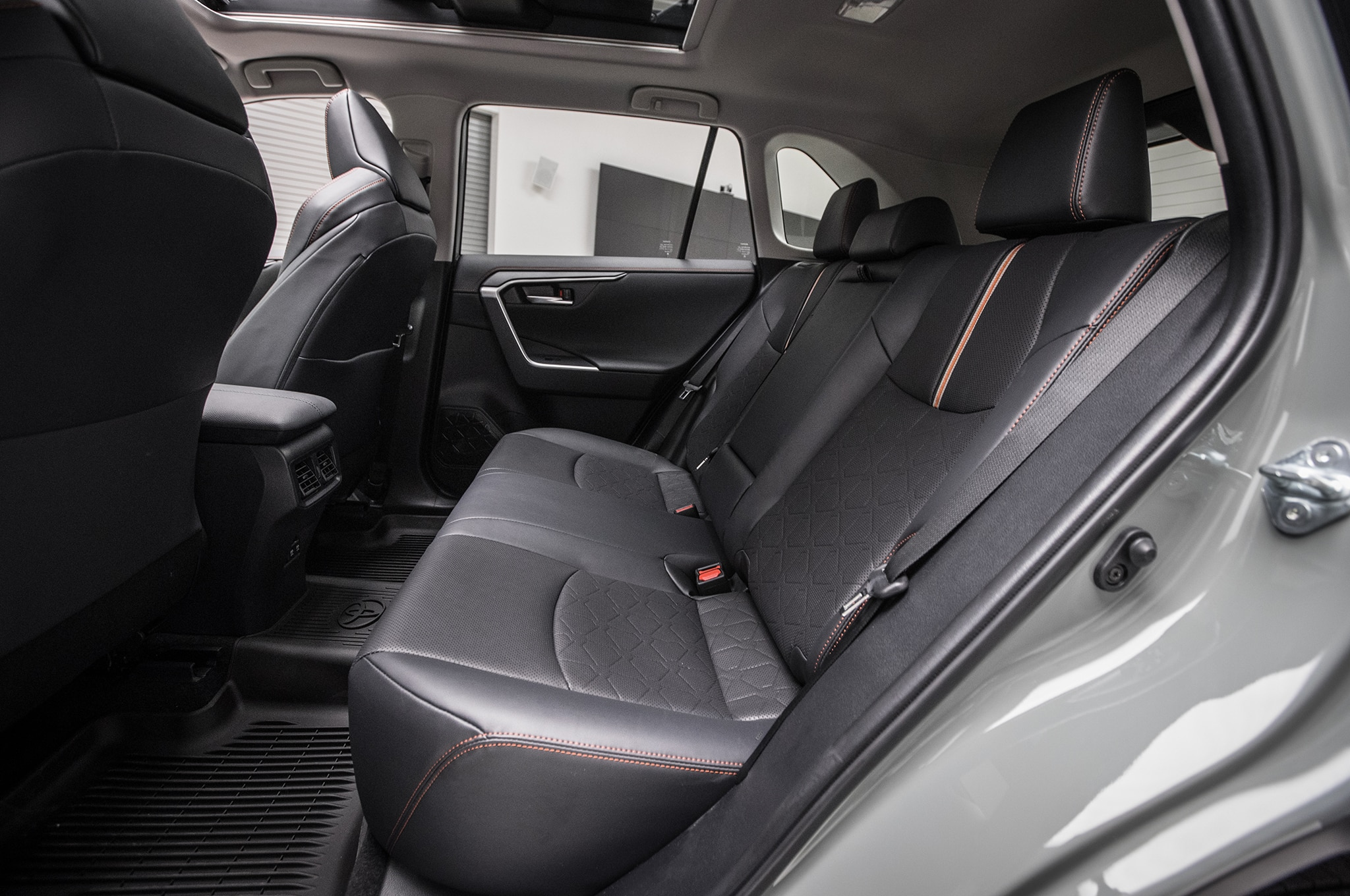 2019 Toyota Rav4 Rear Interior Seats 01 3 Abril 2018 Miguel Cortina