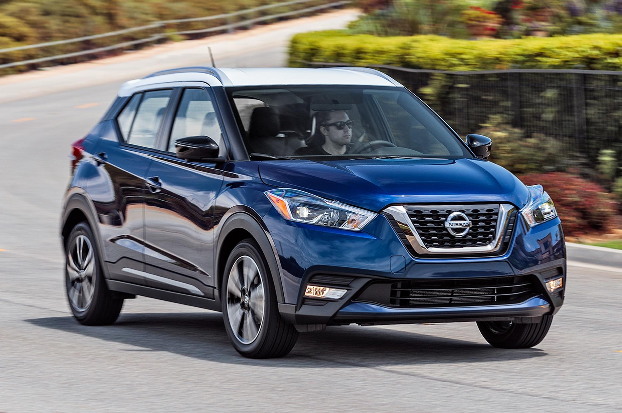 2018 Nissan Kicks SR Front Three Quarter In Motion 04
