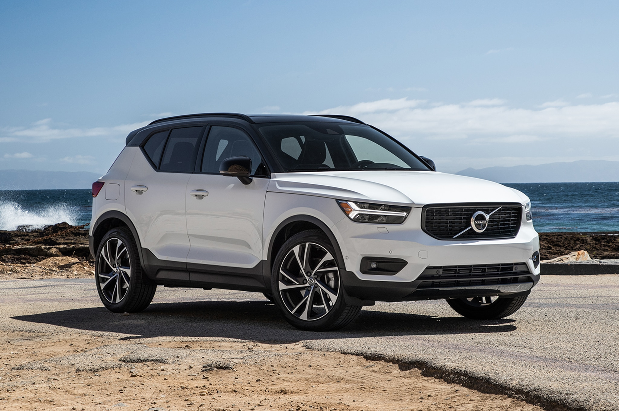 2019 Volvo XC40 T5 Front Three Quarter 02