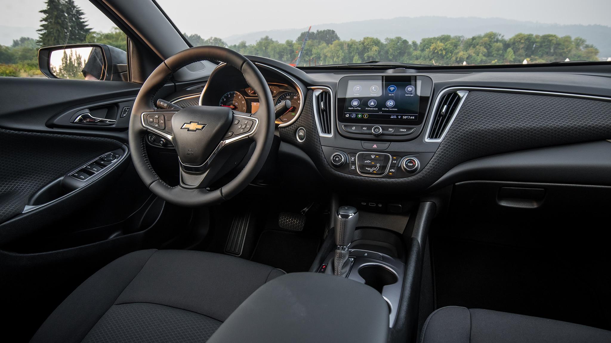 2019 Chevrolet Malibu RS interior 8 - Motor Trend en Español