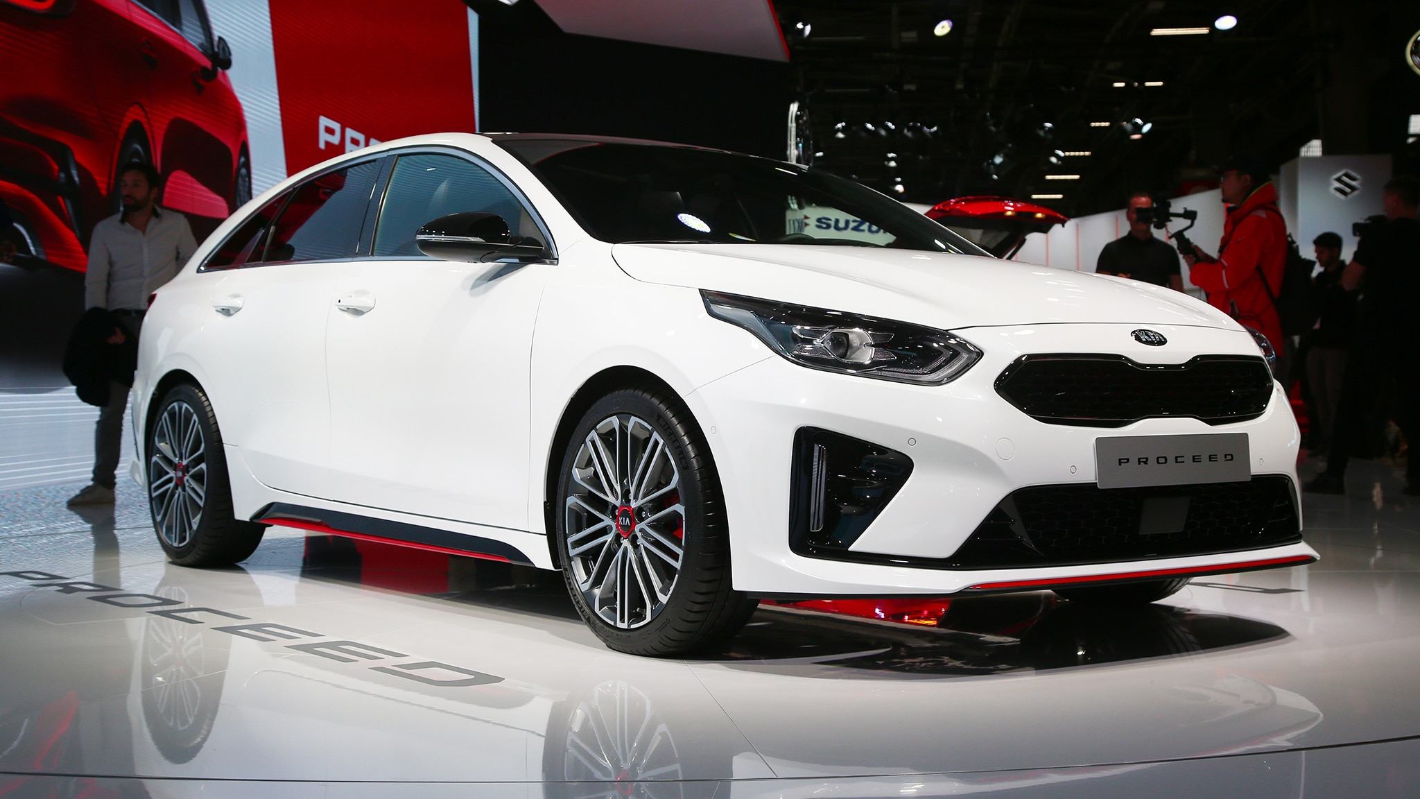 Kia ProCeed Wagon Front Side View