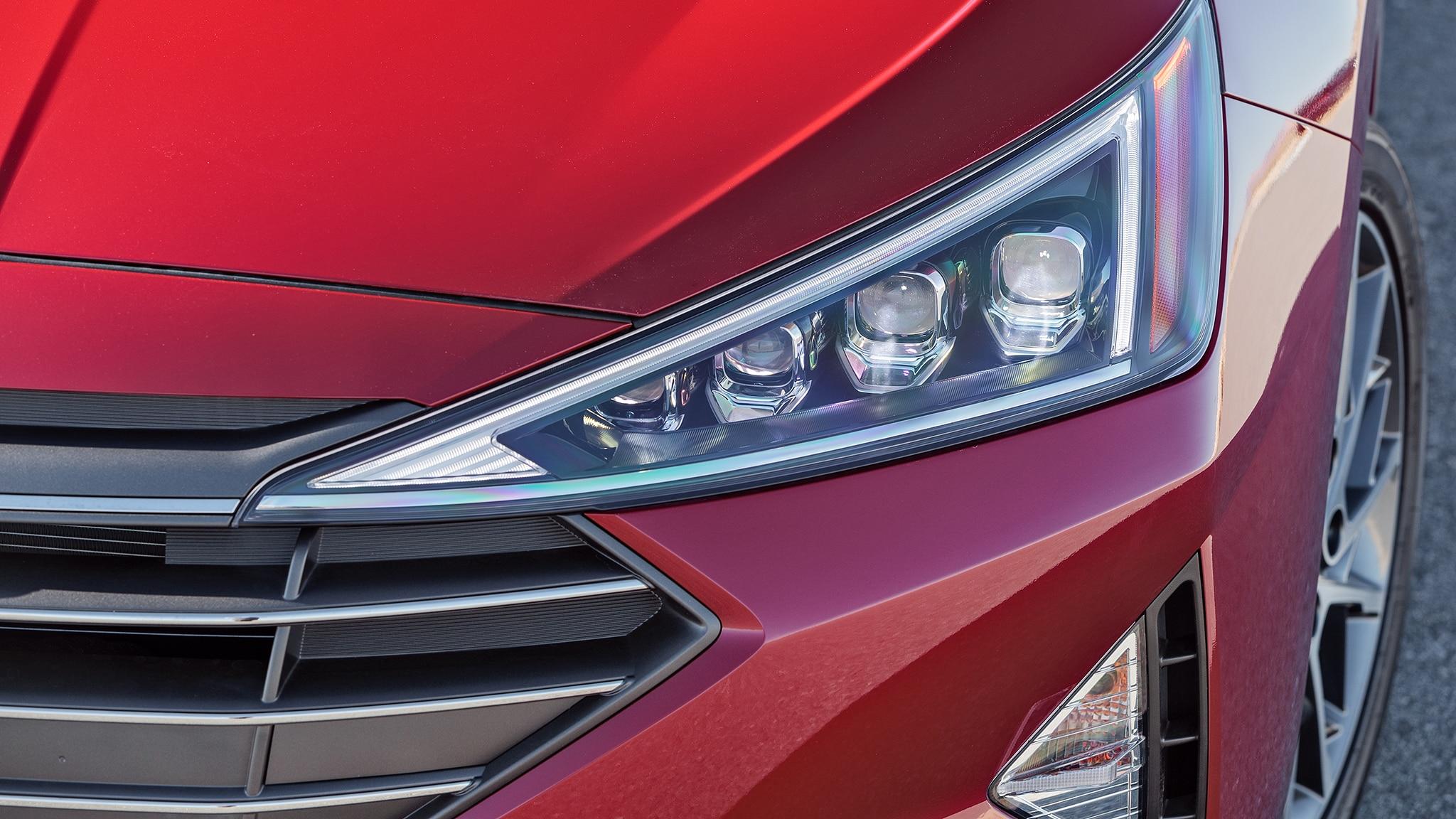2019 Hyundai Elantra Limited Headlight Motor Trend En Espanol