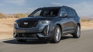 2020 Cadillac XT6 Front Three Quarter In Motion 2